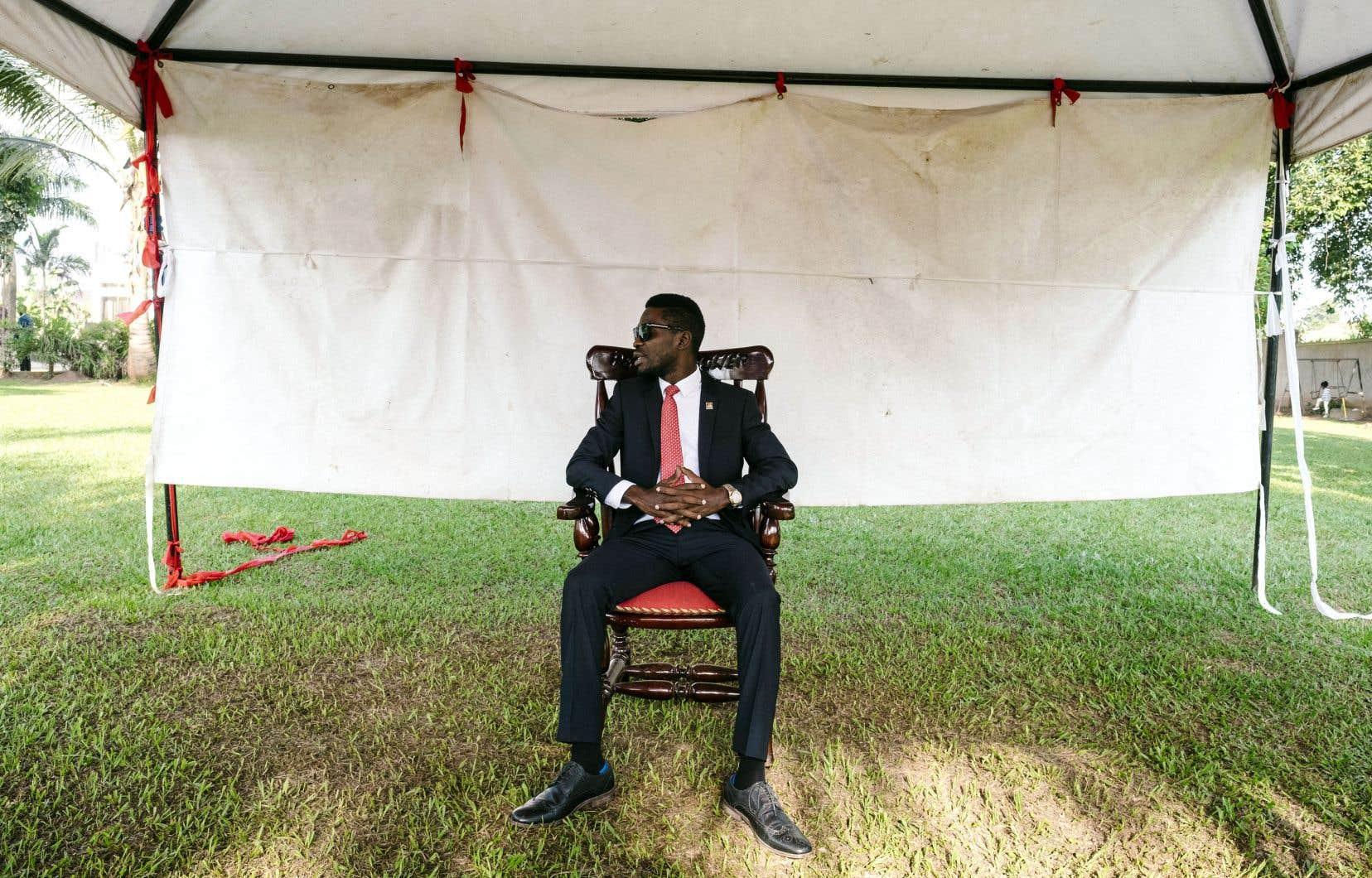 Moins d'un an après avoir été passé à tabac par la police du président Yoweri Museveni, Bobi Wine a annoncé mercredi son intention de briguer la présidence ougandaise lors des élections de 2021.