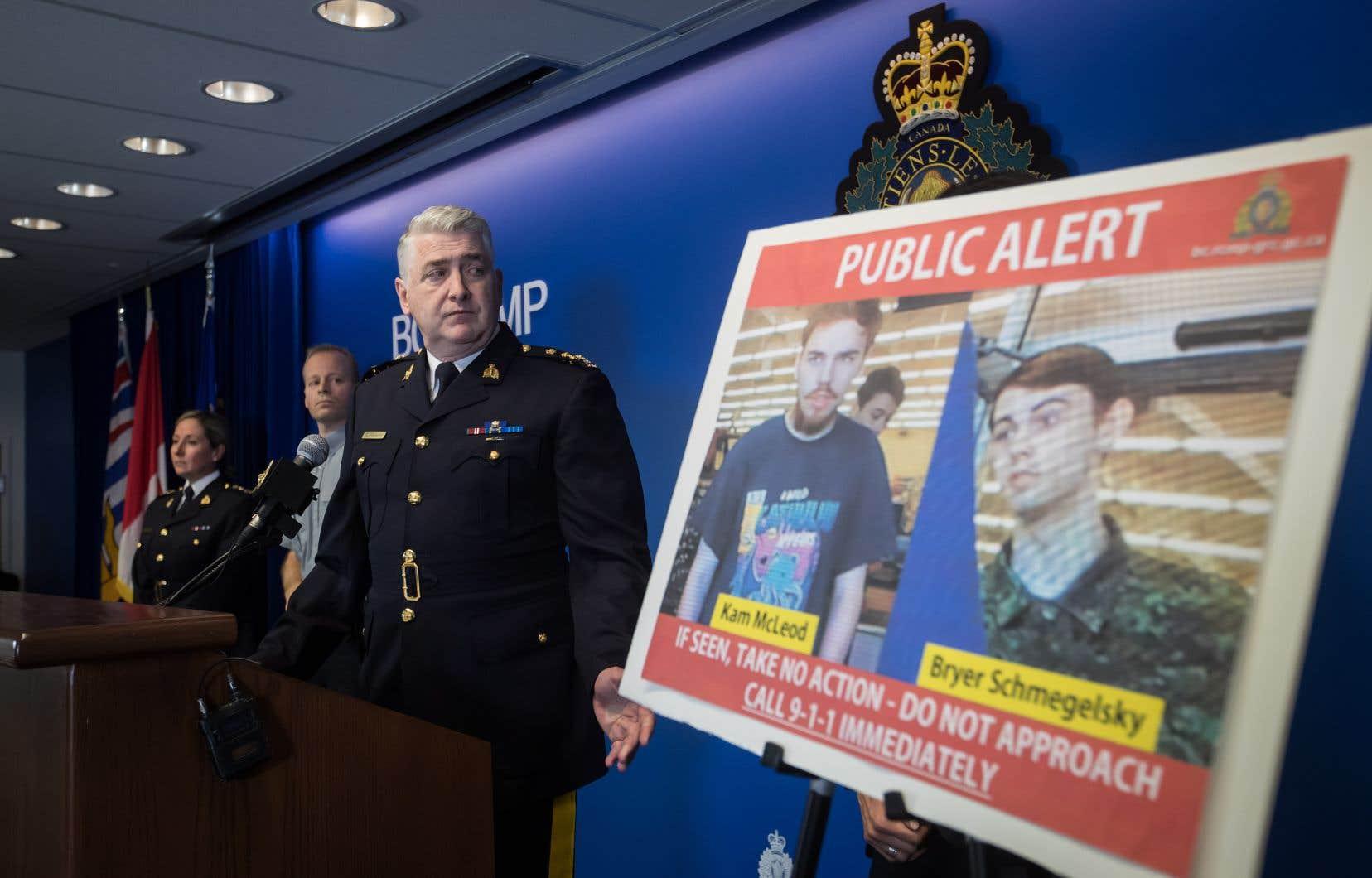 La GRC a indiqué que MM. McLeod et Schmegelsky pourraient se trouver au Manitoba, où ils auraient été vus à Gillam, dans le nord de la province.