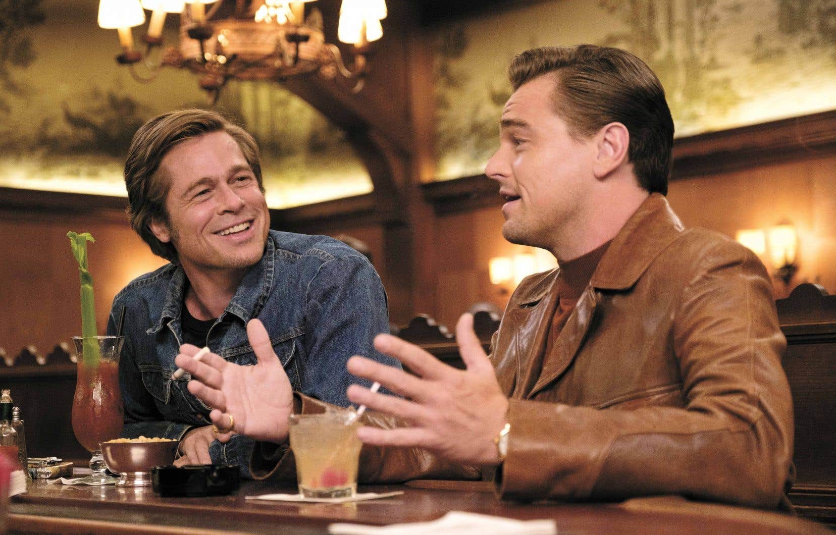 Brad Pitt est irréprochable dans son rôle de cascadeur débonnaire et Leonardo DiCaprio trouve pour sa part l'une de ses meilleures partitions dans son incarnation d'un acteur déchu et un brin alcoolo.
