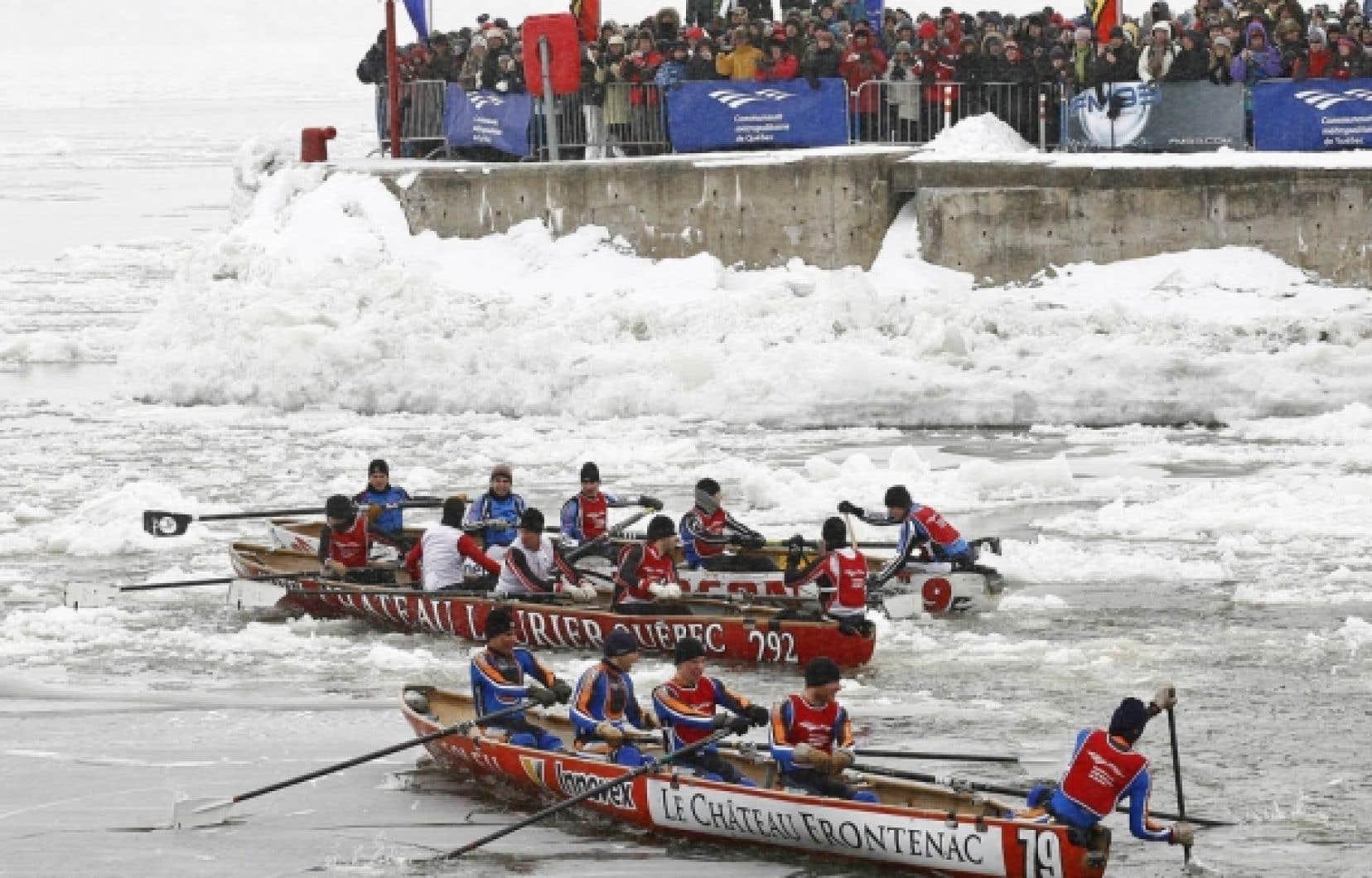 Avant d'être un sport, le canot de glace permettait de transporter des écoliers ou encore des malades entre les nombreuses petites îles de la Côte-du-Sud l'hiver.<br />