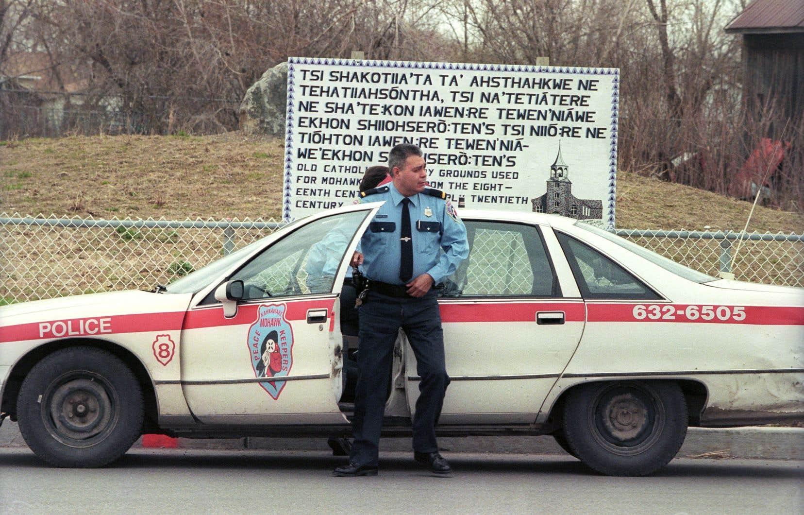 Au Québec, 44 des 55 communautés des Premières Nations et inuites sont desservies par 22 corps policiers autochtones. C'est notamment le cas du territoire mohawks de Kahnawake.