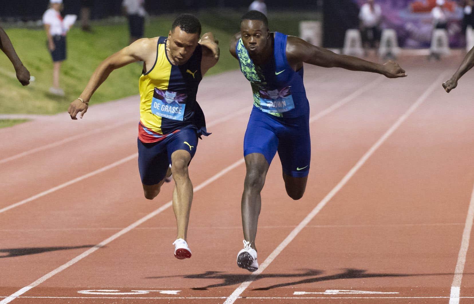 Le torontois Aaron Brown a terminé le 100m en 10,021 secondes, justetrois millièmes de seconde avant Andre De Grasse.Le vainqueur a été déterminé au photo-finish.