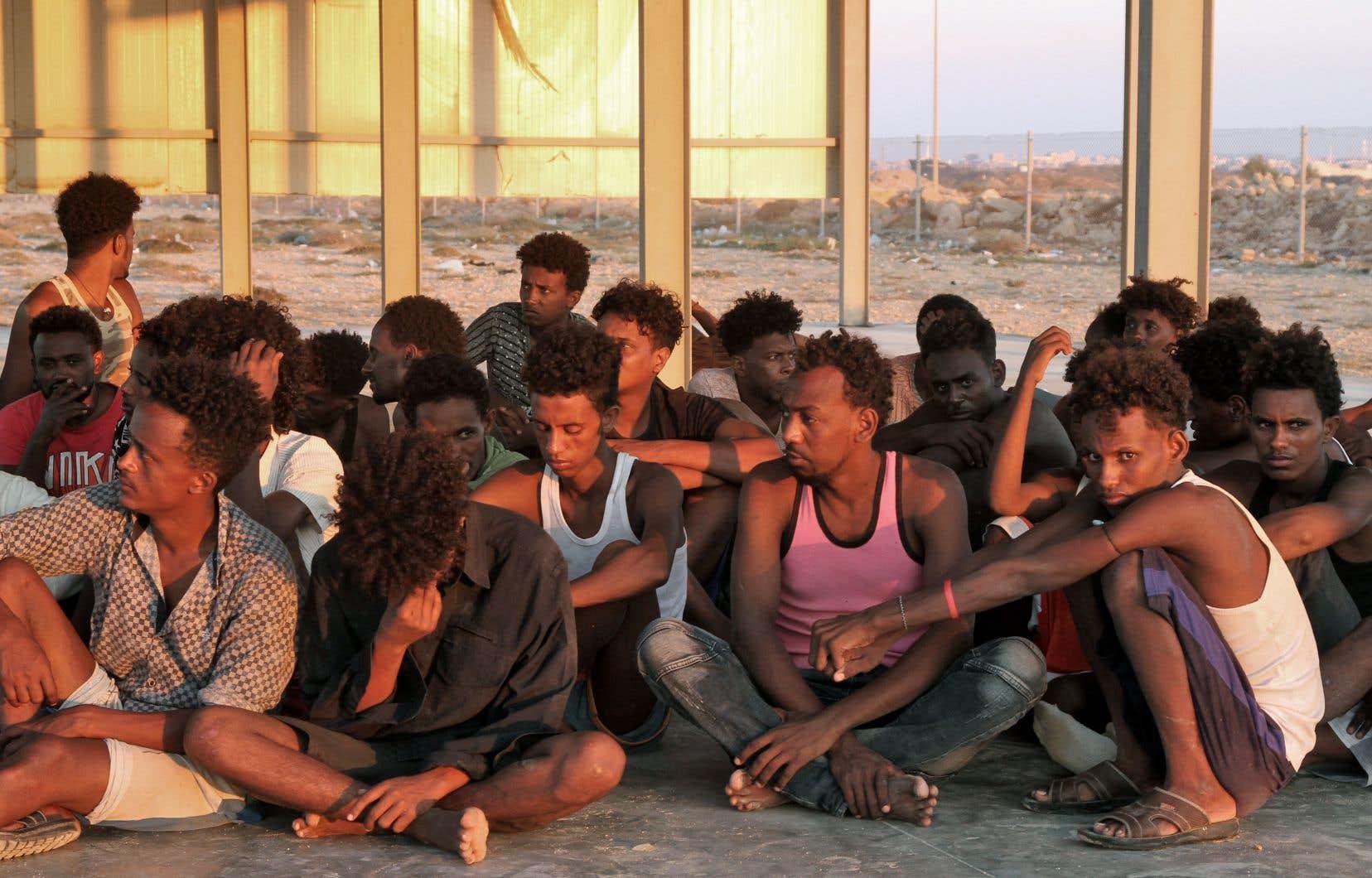 Le 26 juillet dernier, les migrants sauvés se trouvent sur la côte de Khoms, à une centaine de kilomètres de Tripoli, la capitale libyenne.