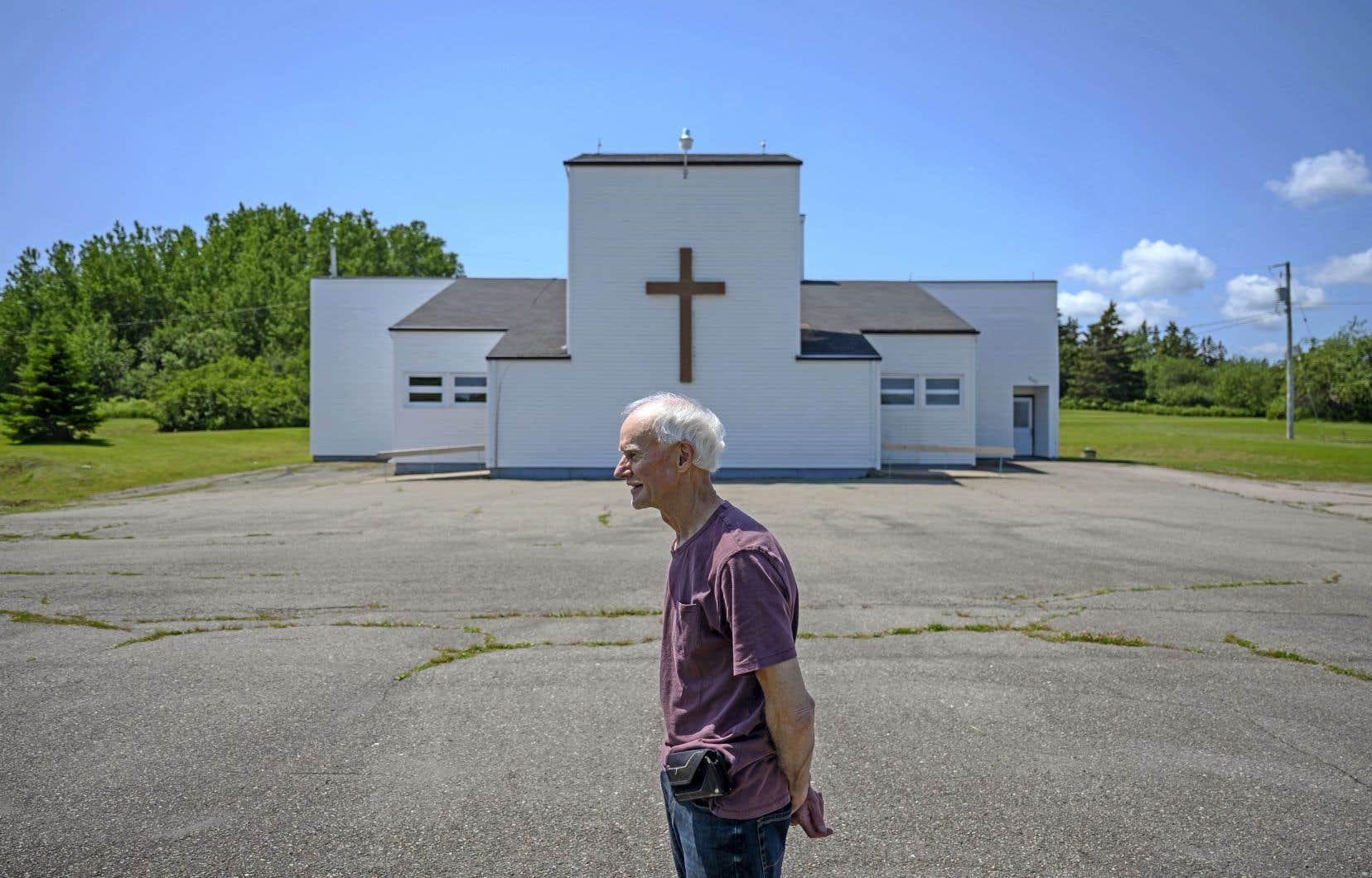 Des catholiques en colère, comme Rod Farrell (sur la photo), s'opposent à la fermeture de la paroisse de Saint Barra en Nouvelle-Écosse.
