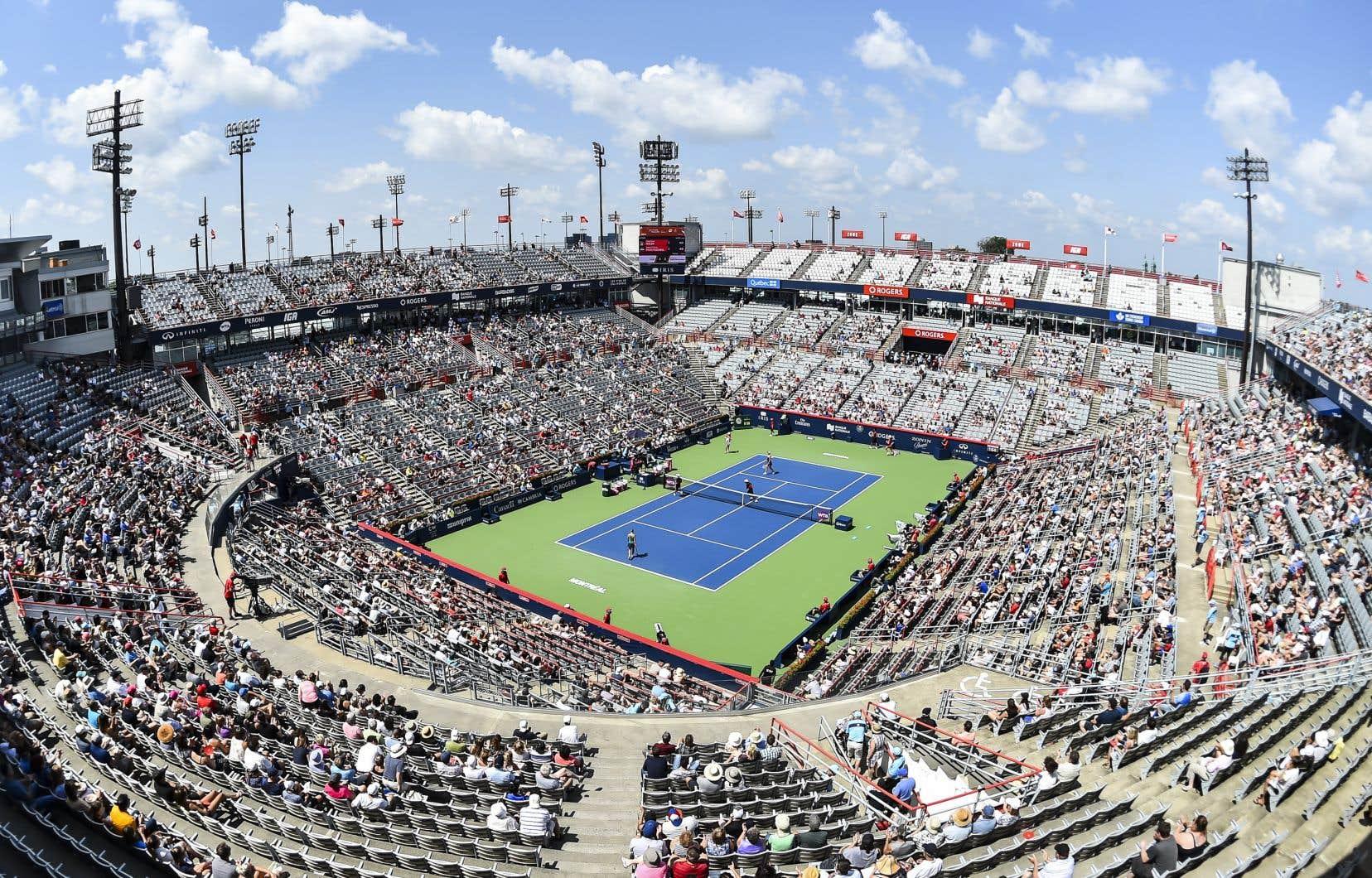 «Quel est l'effet structurant de ce toit servant au sport professionnel — encore faut-il qu'il pleuve — sur la pratique du tennis à Montréal et au Canada, la mission première de Tennis Canada?», se demande l'auteur.