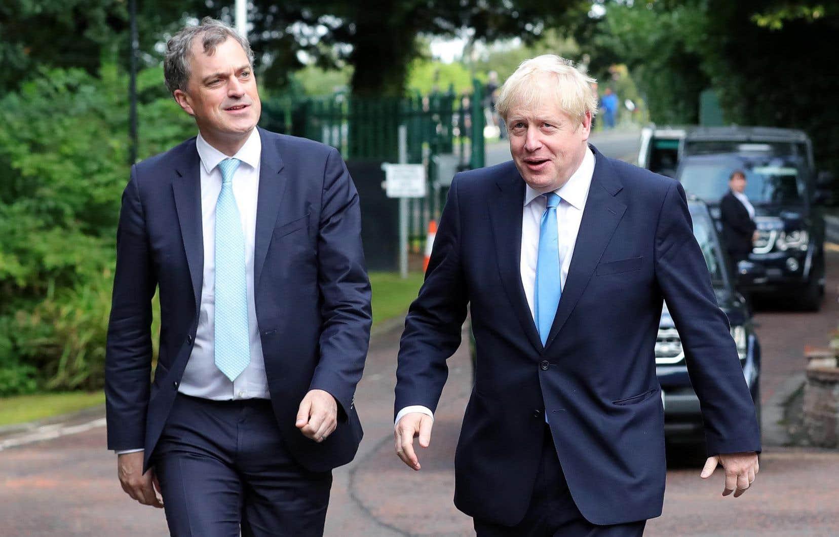 Mercredi dernier, Boris Johnson (à droite sur la photo) a nomméJulian Smith (à gauche) secrétaire d'État pour l'Irlande du Nord, un poste rattaché au Royaume-Uni.