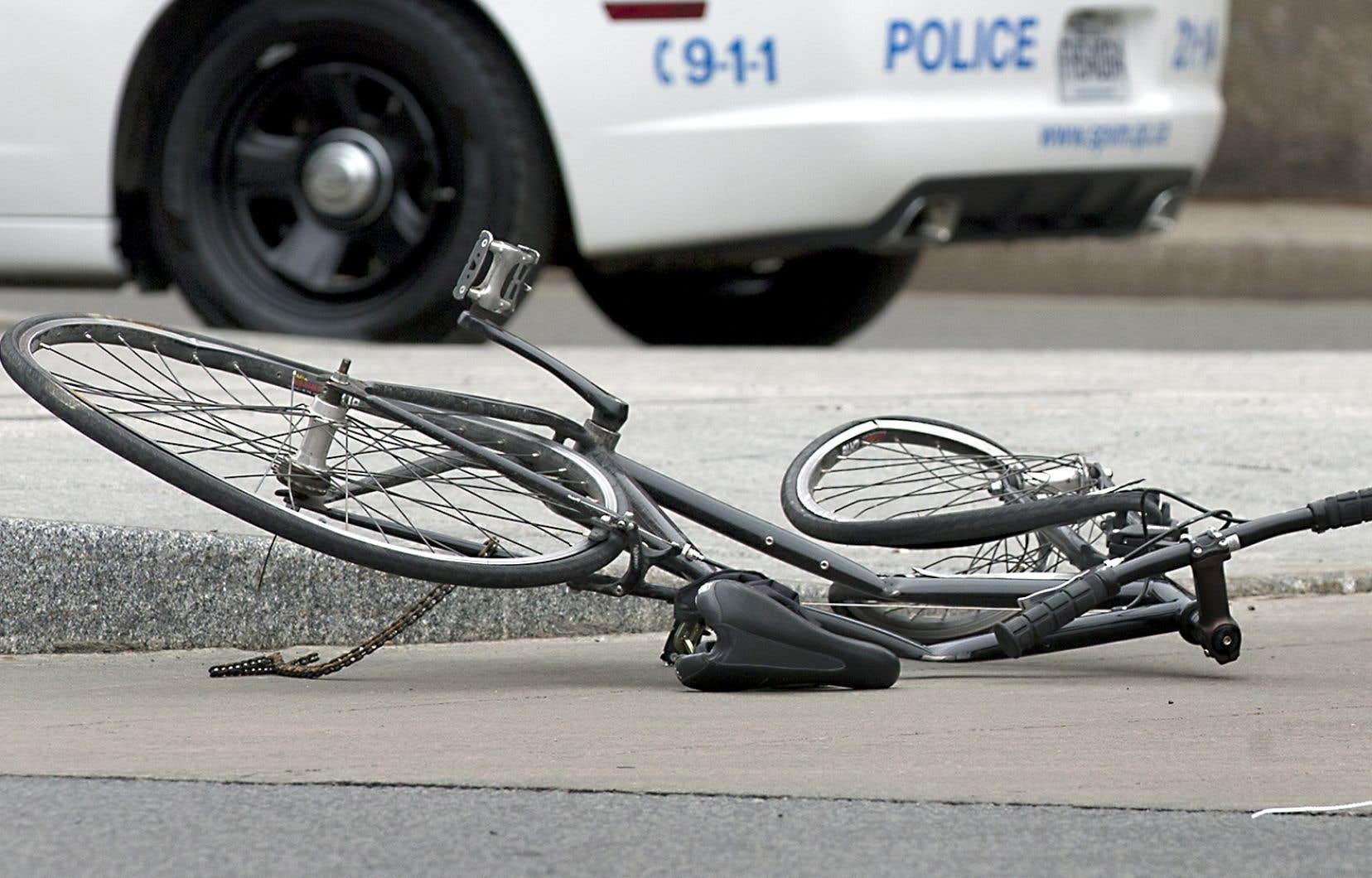 La proportion de cyclistes sans casque ayant perdu la vie dans une collision s'avère plus élevée chez les hommes que chez les femmes, ainsi que parmi les jeunes de moins de 20ans.