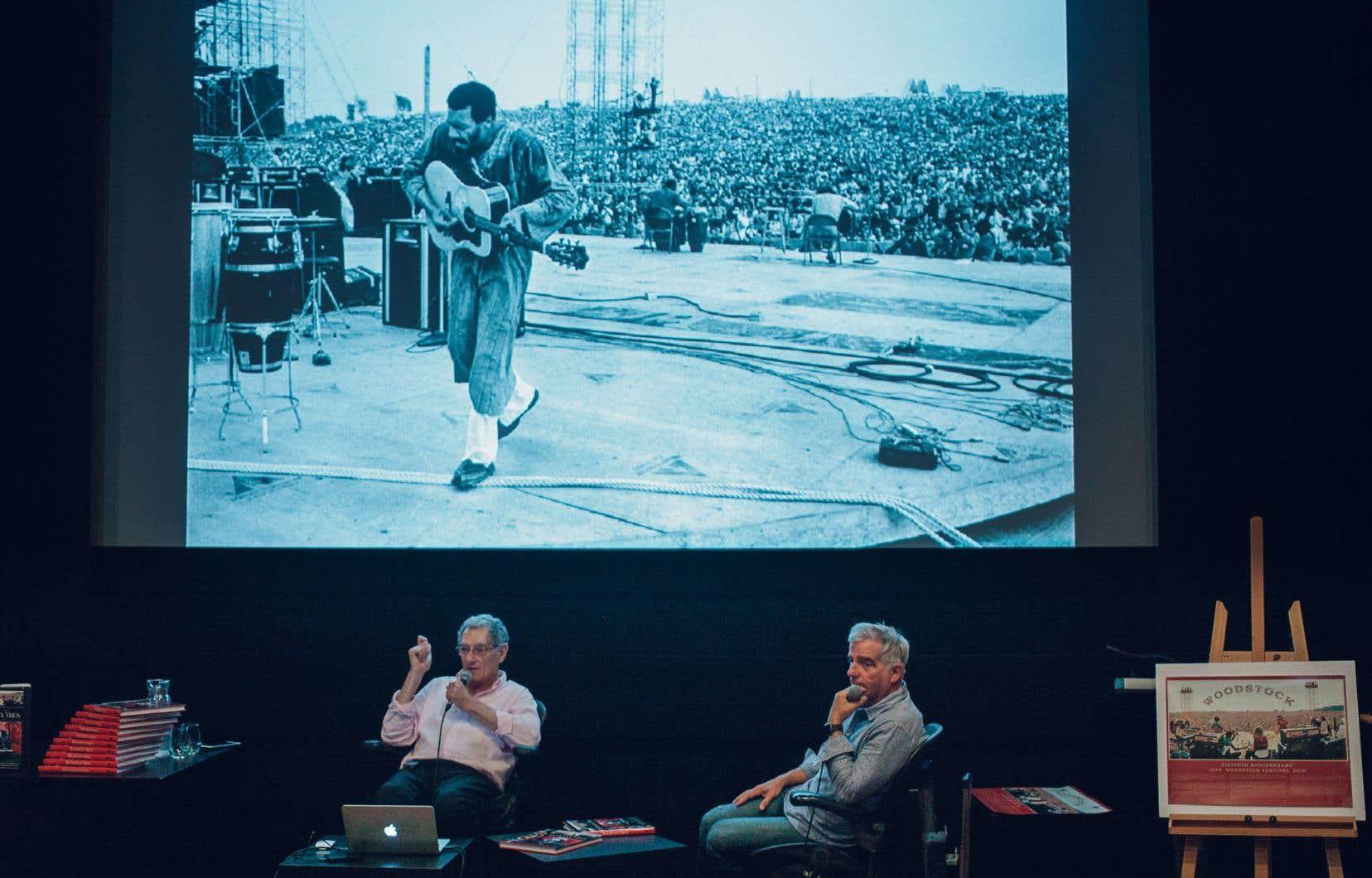Conférence d'Elliott Landy, photographe officiel de Woodstock 1969, à l'Excentris.