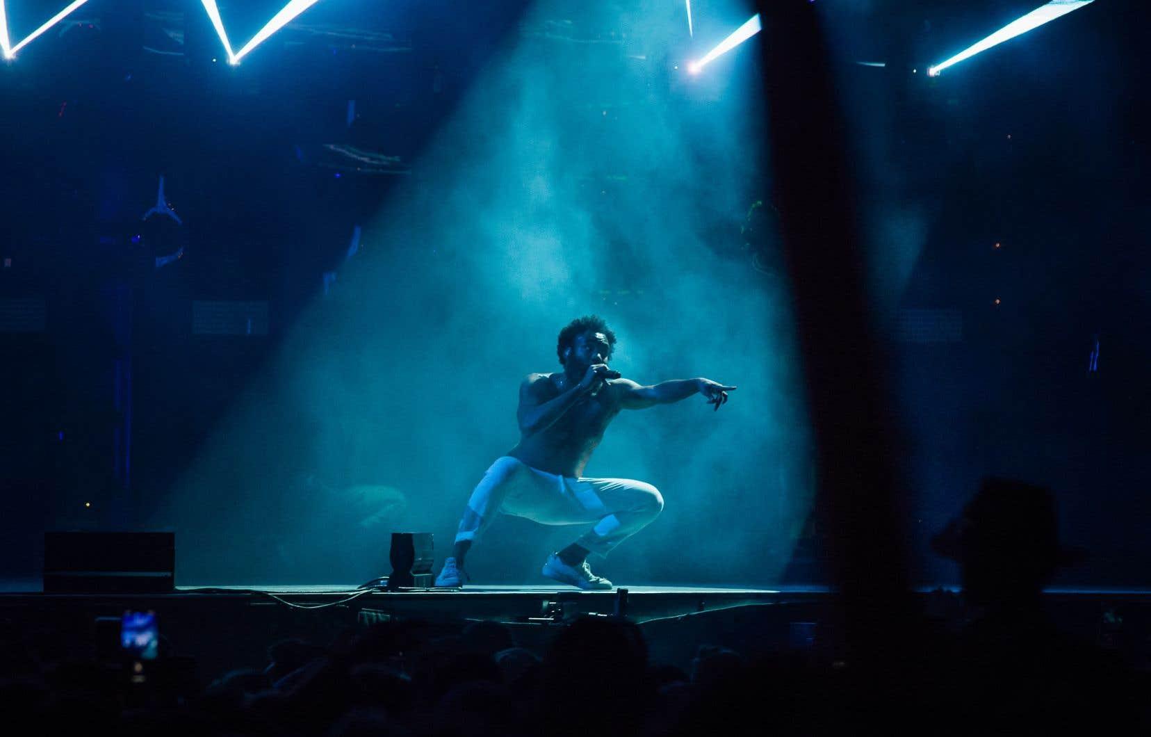 Hier soir, Childish Gambino a chanté plus que rappé, dansé beaucoup, couru partout de la scène aux clôtures de sécurité.