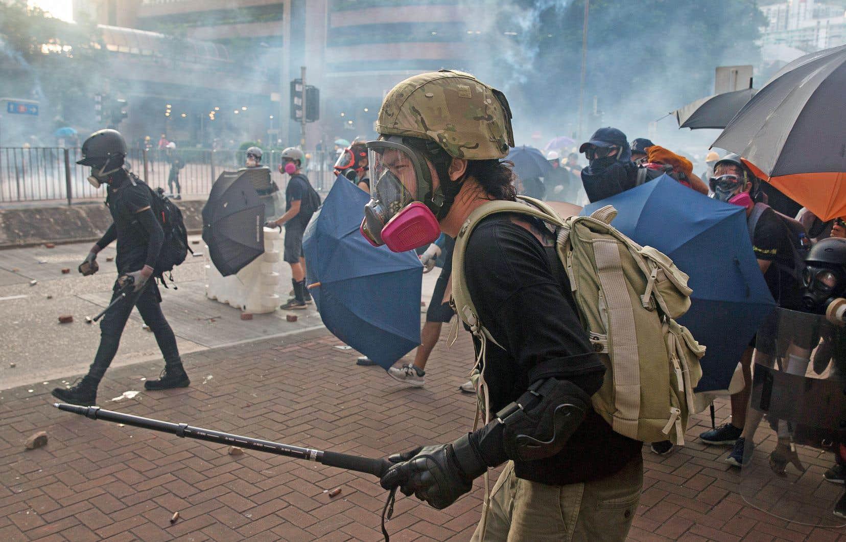 Lundi après-midi, sept manifestations simultanées ont eu lieu à Hong Kong, constituant un défi pour des forces de l'ordre, qui sont mises à rude épreuve depuis deux mois.