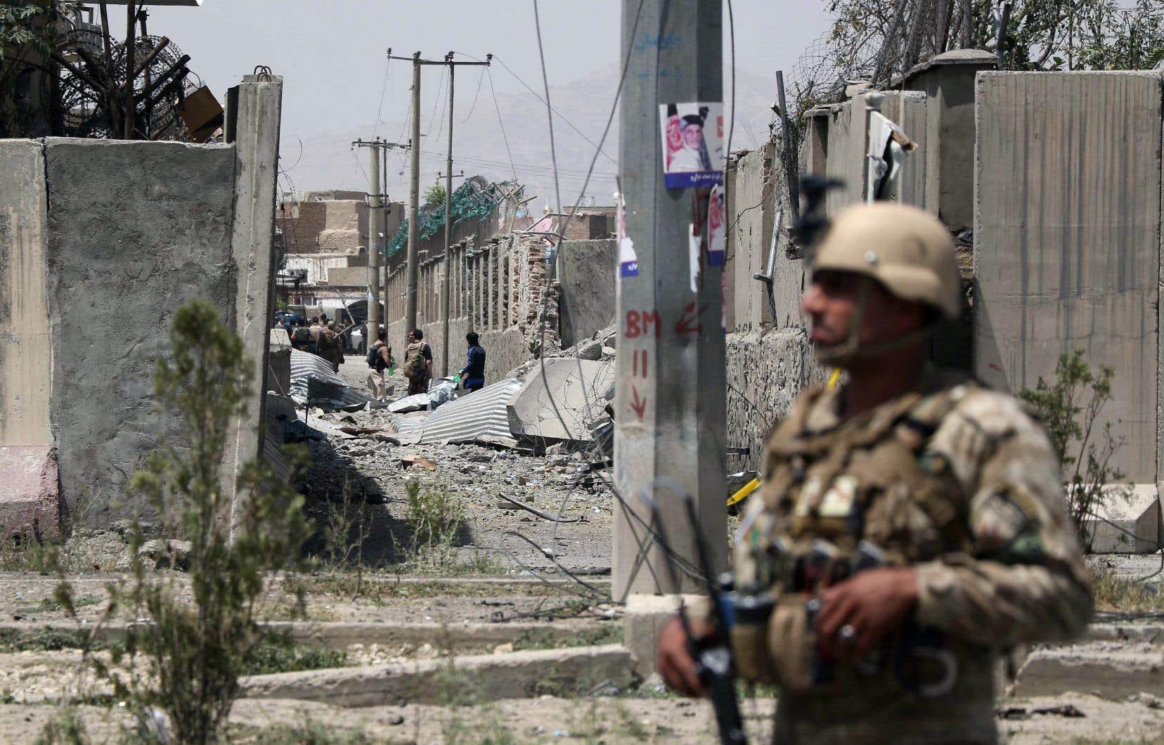 Un porte-parole des talibans a revendiqué l'attentat sur les réseaux sociaux, ajoutant qu'il avait été commis par un kamikaze.