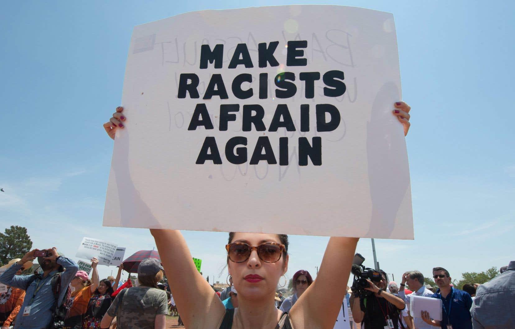 Avant même l'arrivée du président mercredi, des centaines de personnes se sont rassemblées dans un parc d'El Paso, au Texas.