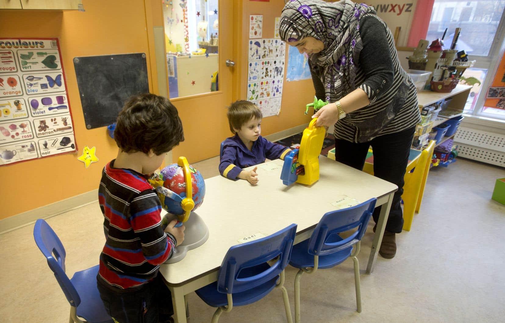 «Quelqu'un qui veut devenir enseignant au Québec sait que les signes religieux ne sont pas permis. C'est un choix de société que nous avons fait», se défend le cabinet du ministre Roberge.