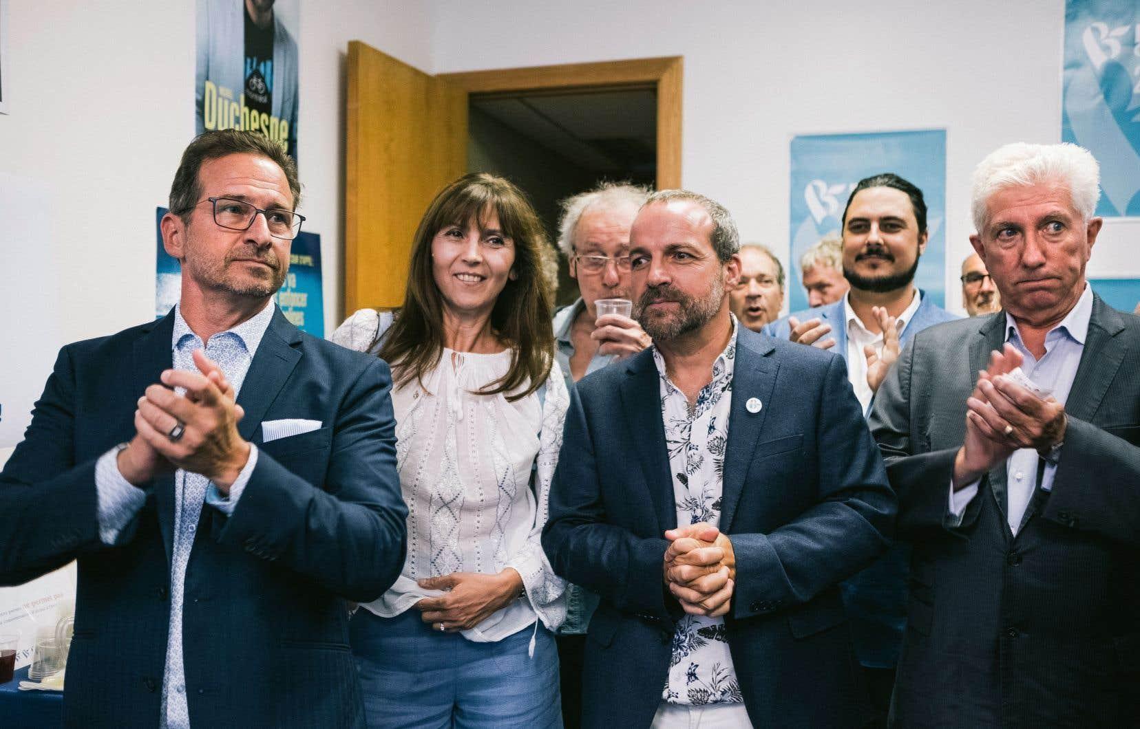 Le candidat du du Bloc québécois dans Laurier-Sainte-Marie, Michel Duchesne, était entouré pour l'inauguration de son local de son chef Yves-François Blanchet, et de l'ancien chef du parti, Gilles Duceppe.