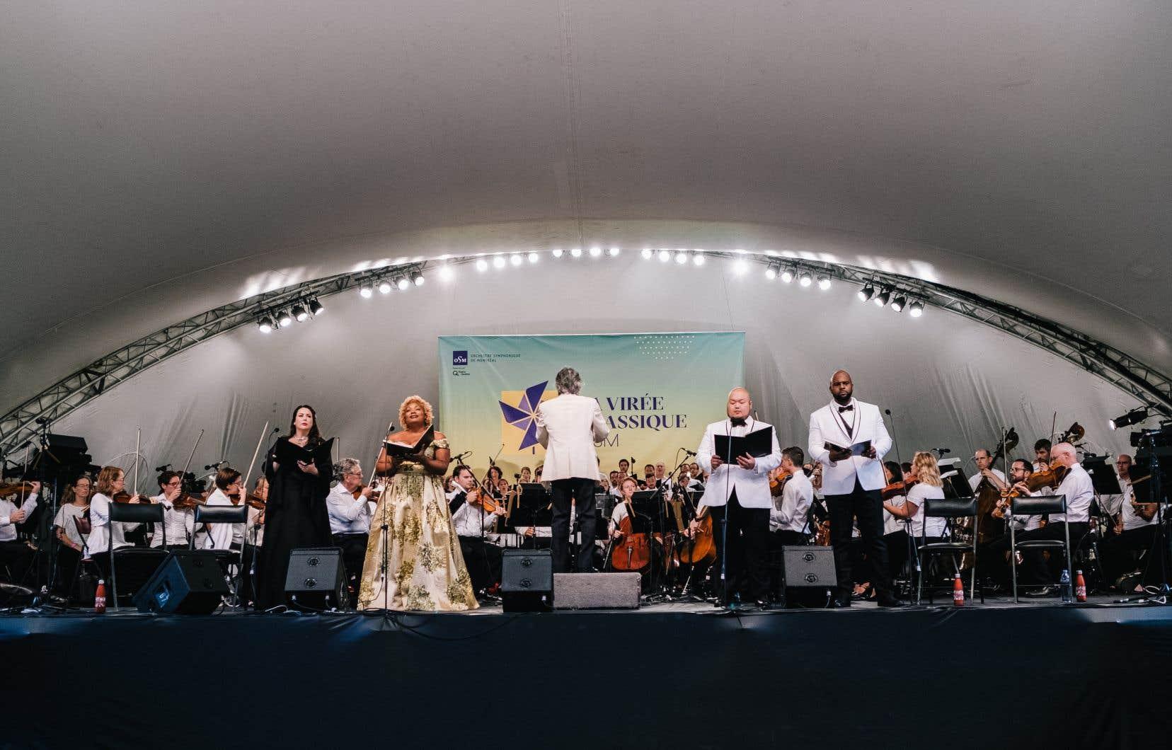 La mezzo-soprano Raehann Bryce-David (deuxième soliste en partant de la gauche), le ténor Seungju Mario Bahg et la basse Ryan Speedo Greenont été de dignes héritiers du défunt Joseph Rouleau.