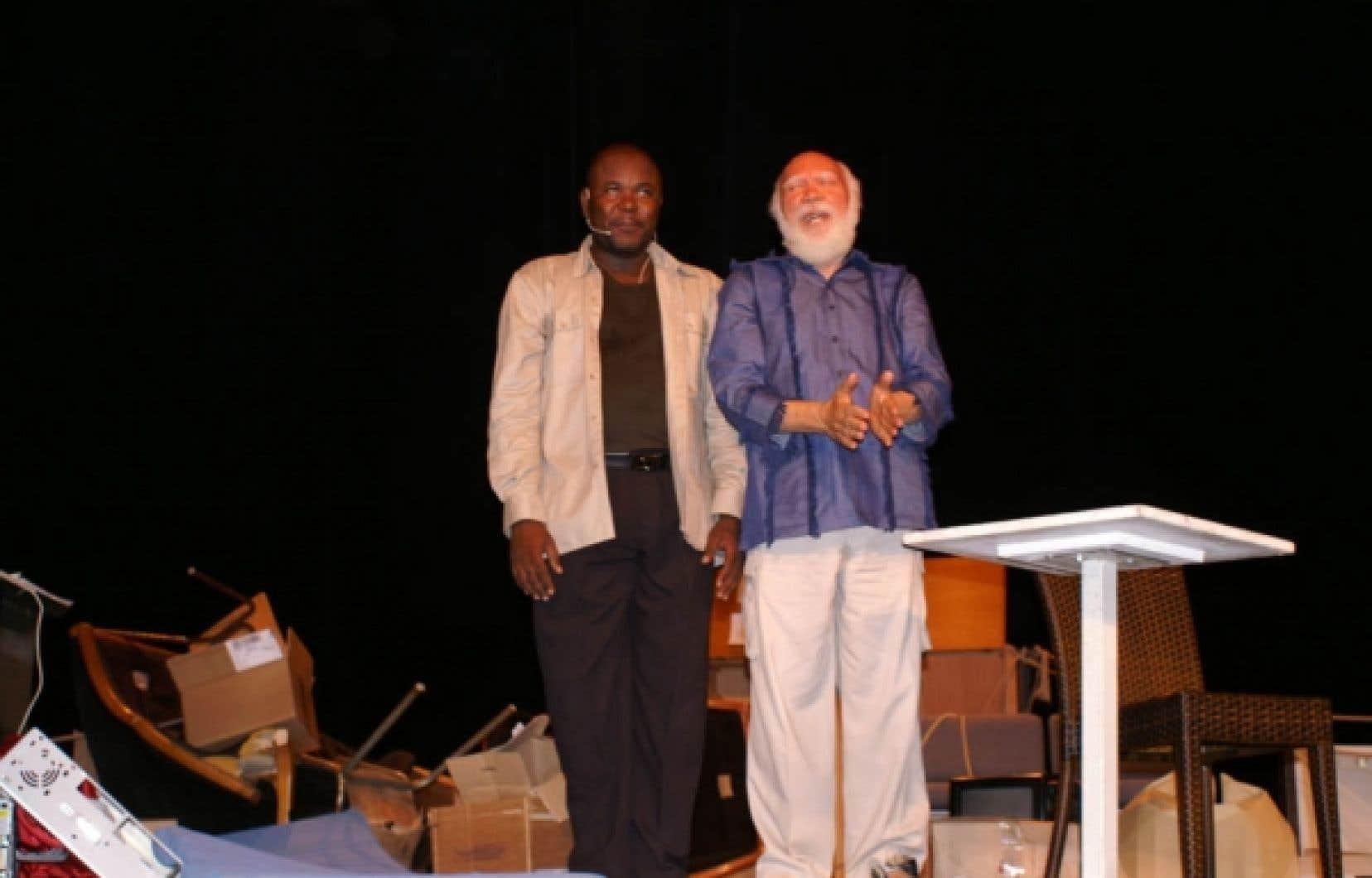 Frankétienne (à droite) en compagnie du comédien Garnel Innocent