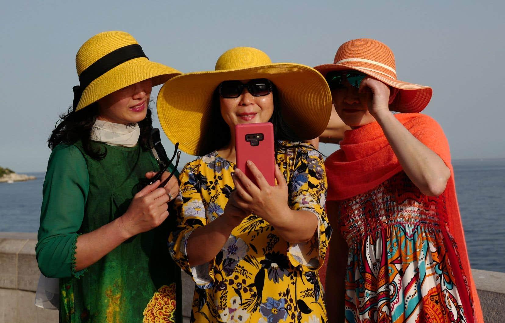 «Ce qui compte ces jours-ci, c'est de montrer qu'on passe de bonnes vacances, pas de passer de bonnes vacances dont on ne témoignera pas», estime le rédacteur en chef Tendances au «Nouvel Observateur», Arnaud Sagnard.