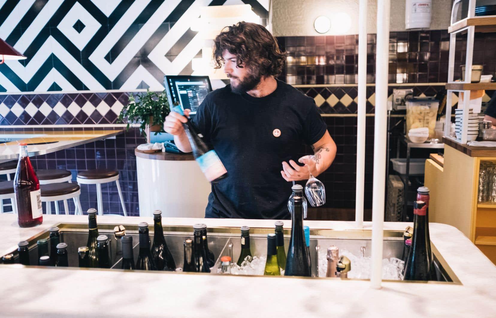 De nos jours, les restaurants ressemblent souvent à des discothèques et les bars à des restaurants; ce vinvinvin en est le parfait exemple.