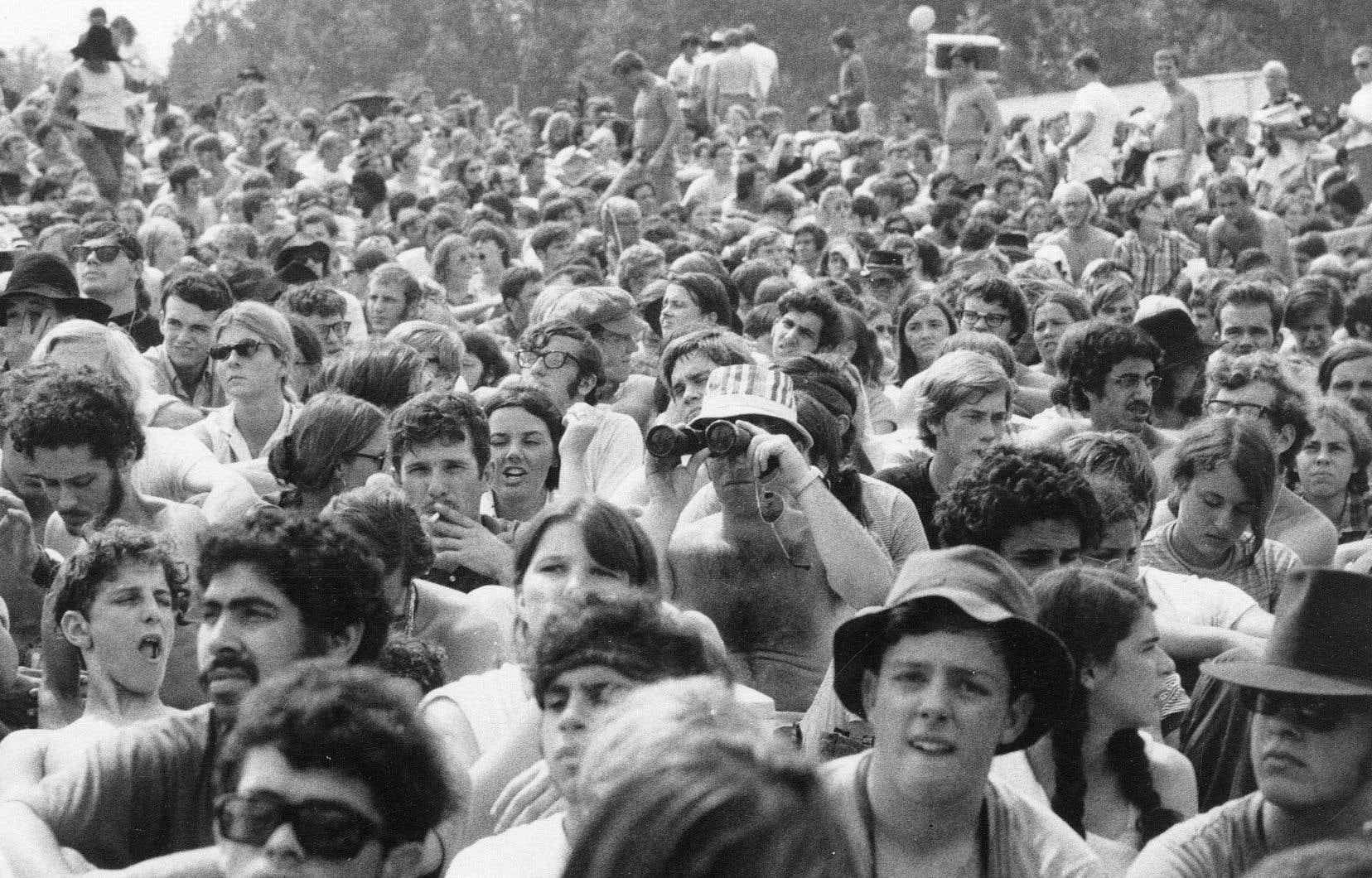 «Je suis peut-être nostalgique, mais la vie était belle pour nous, les jeunes Canadiens. Nous n'étions pas obligés d'être enrôlés de force dans la guerre du Vietnam. Country Joe and the Fish le chantait à Woodstock», se souvient l'auteure.