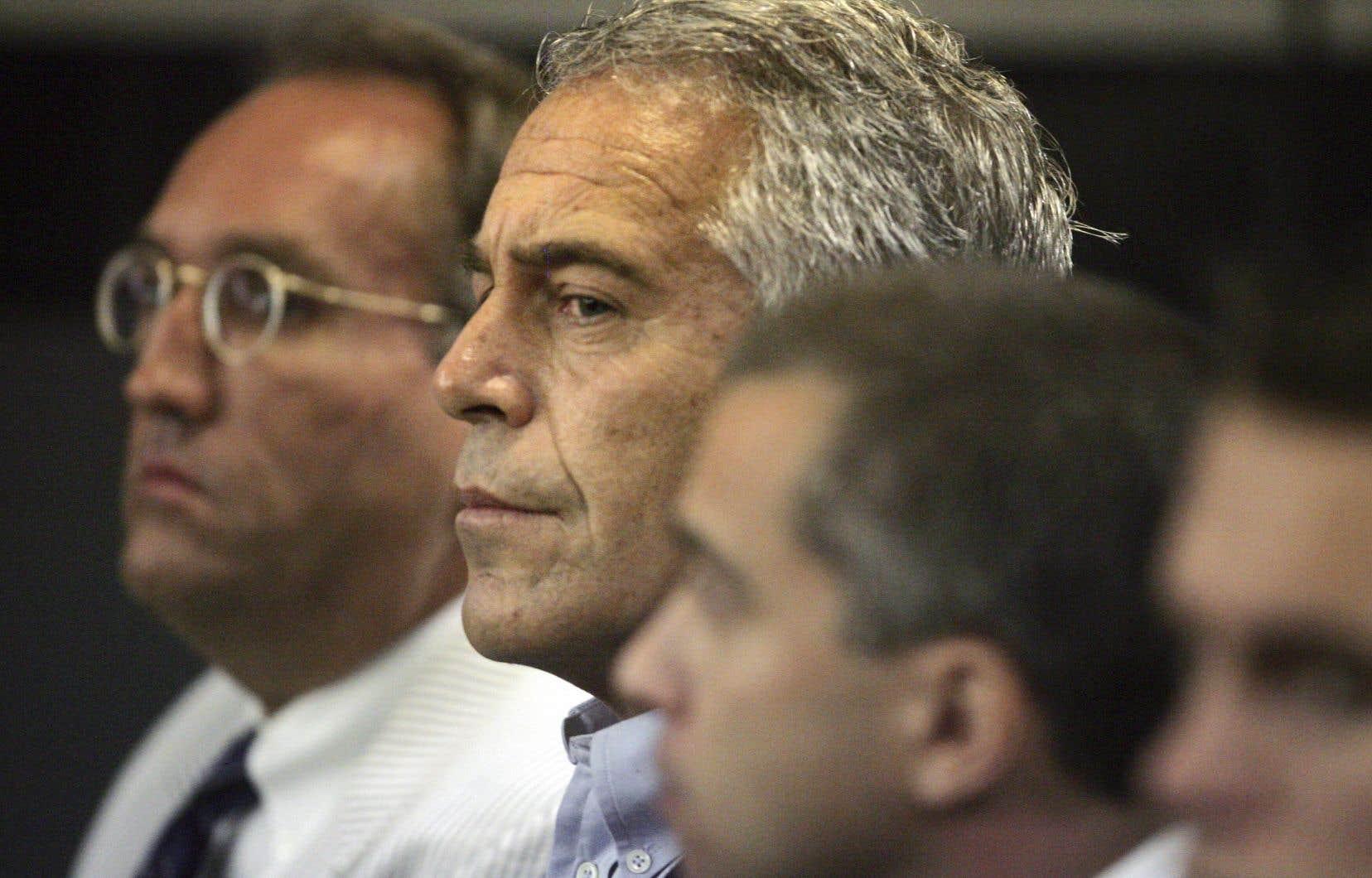 Jeffrey Epstein, 66ans, était accusé d'avoir fait venir des dizaines de jeunes adolescentes dans ses luxueuses résidences, notamment à New York et en Floride.