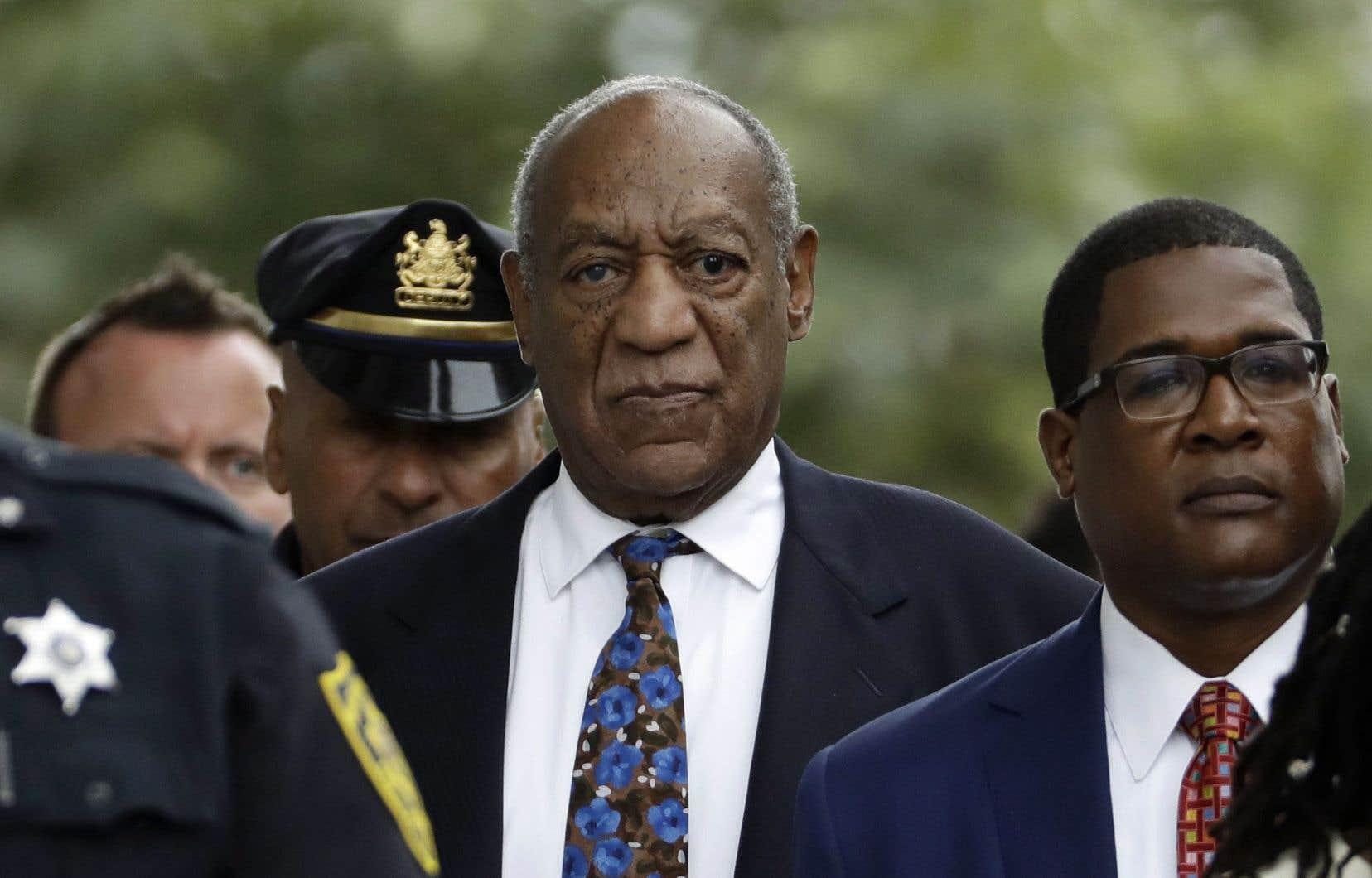 L'acteur Bill Cosby purge présentement une peine dix ans d'emprisonnement, avec possibilité de libération conditionnelle après trois ans.