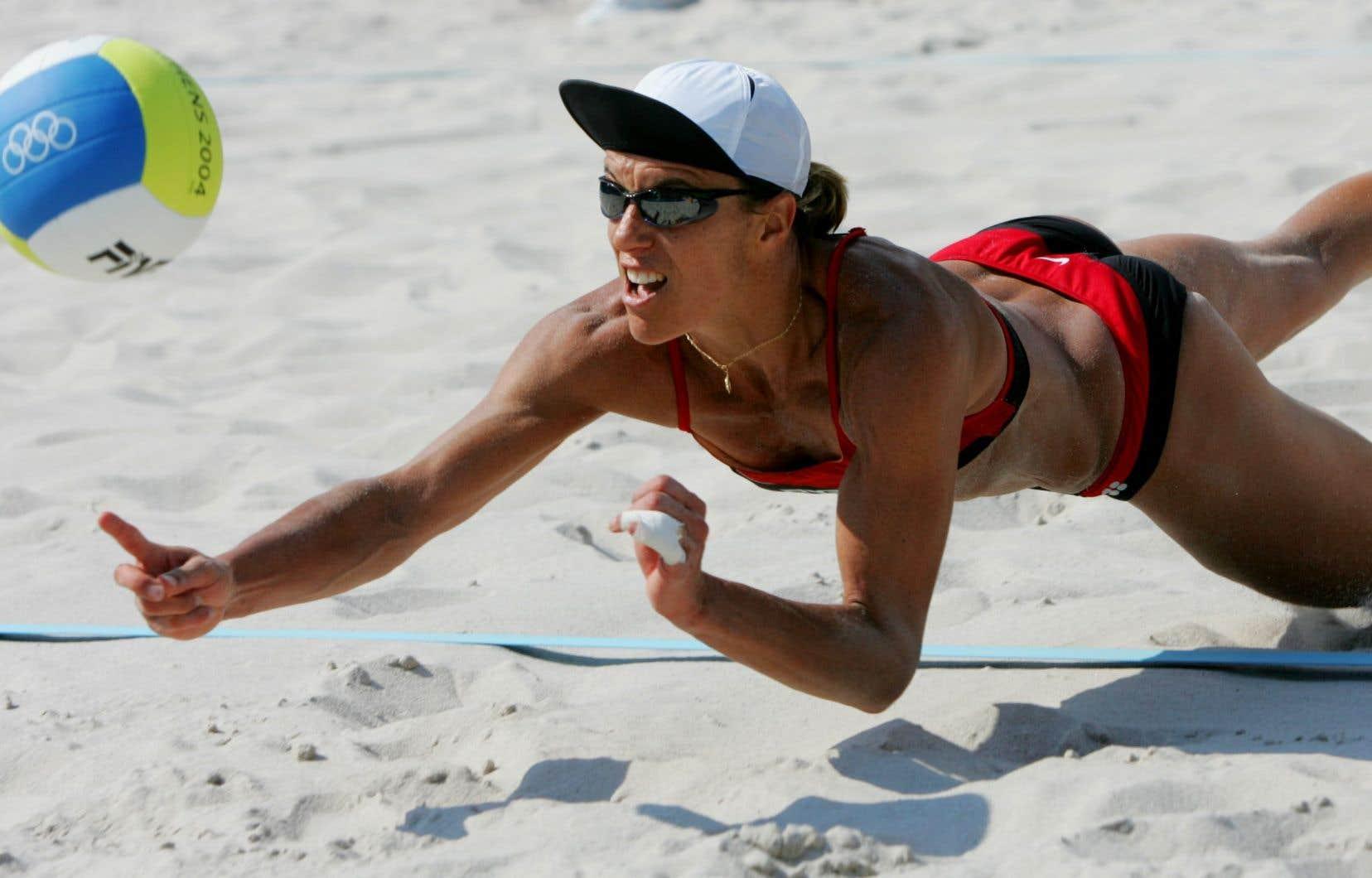 À trois reprises, la volleyeuse Guylaine Dumont a croisé sur son parcours cet entraîneur qui humiliait verbalement ses joueuses, les rabaissant constamment. Et chaque fois, elle en était atterrée.