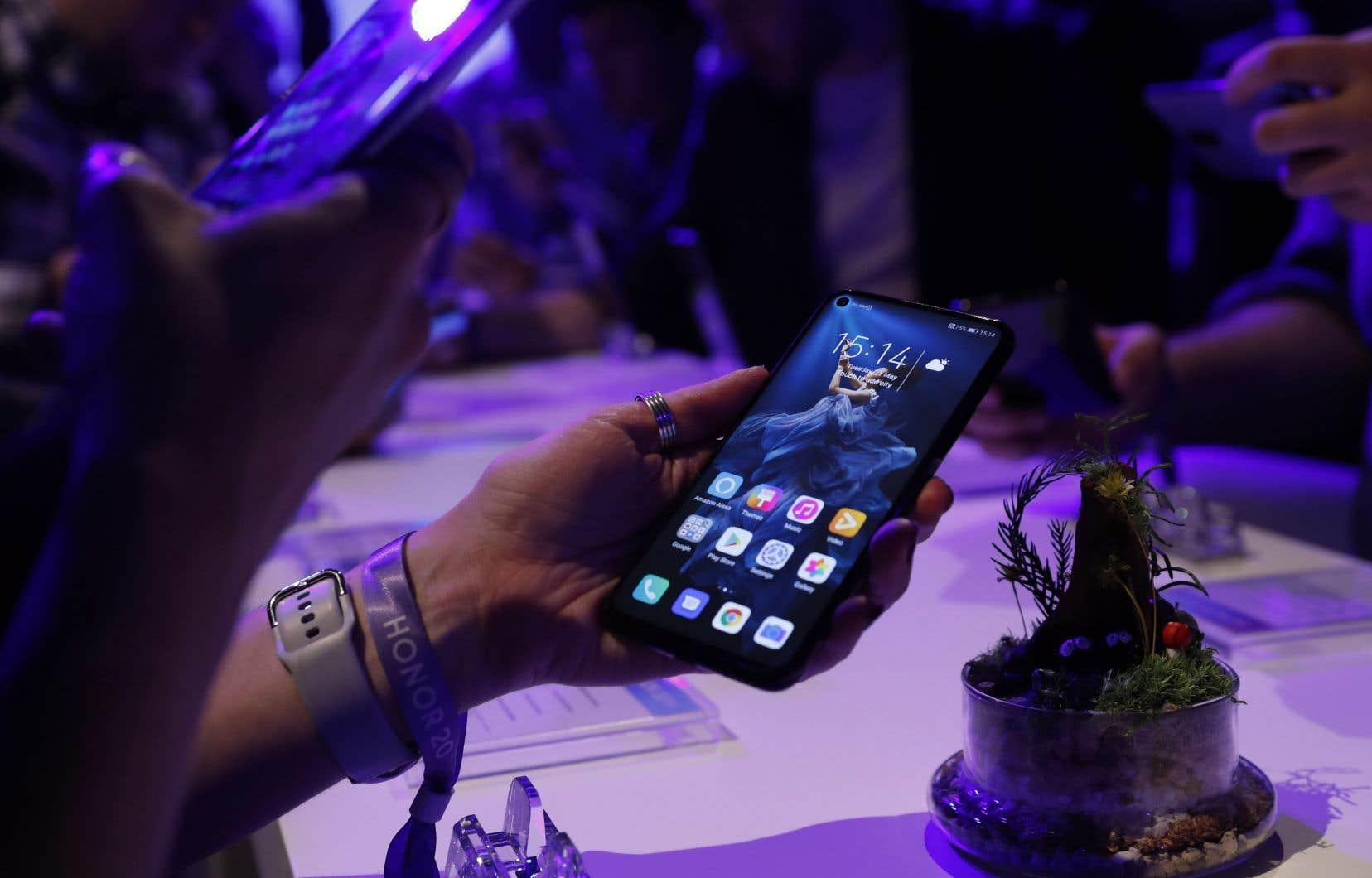 Le report des tarifs douaniers touche les téléphones intelligents, les ordinateurs portables et autres consoles de jeux fabriqués en Chine.