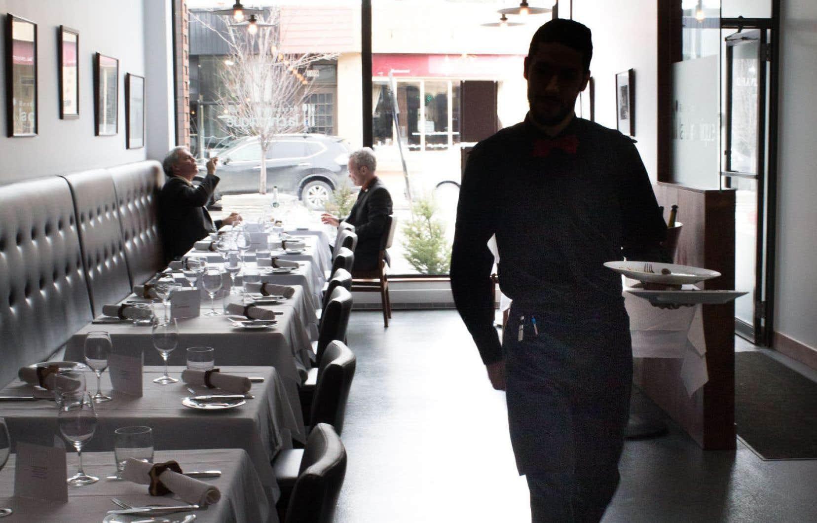 Les restaurants ont besoin de pourvoir des milliers de postes, sans quoi ils doivent limiter leurs heures d'ouverture, a affirmé mardi le président de l'Association Restauration Québec.