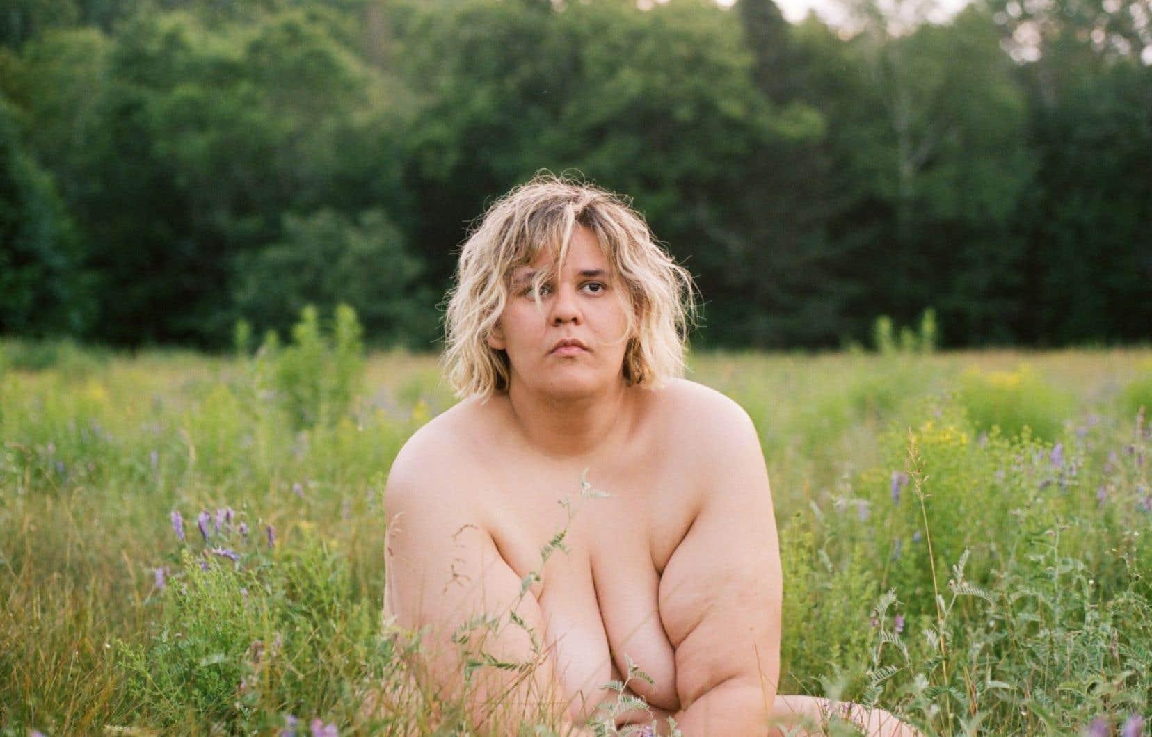 «Eh oui, je suis toute nue dans mon clip. On voit mes seins, mes fesses, mon pubis, mon poil. On voit les seins, les fesses, le pubis et le poil d'autres femmes. On voit des corps humains», a expliqué Safia Nolin.
