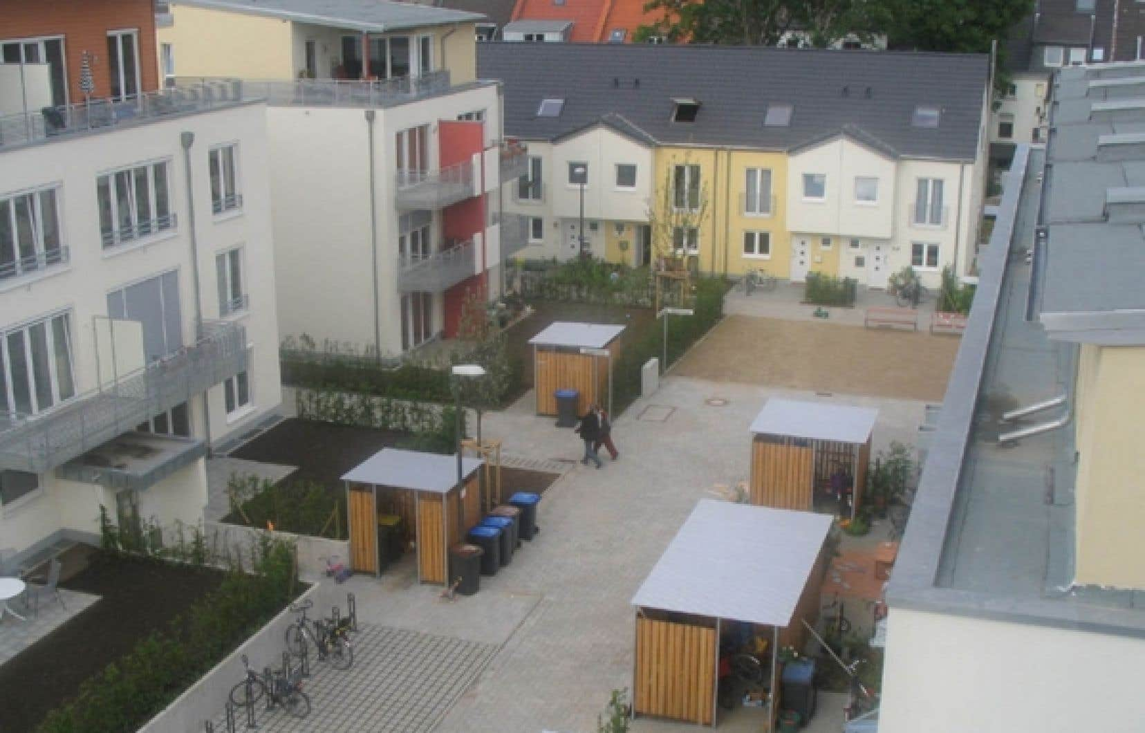 Les résidants du quartier résidentiel Stellwerk 60, à Cologne, ont signé un contrat assurant qu'ils renoncent à la voiture.<br />