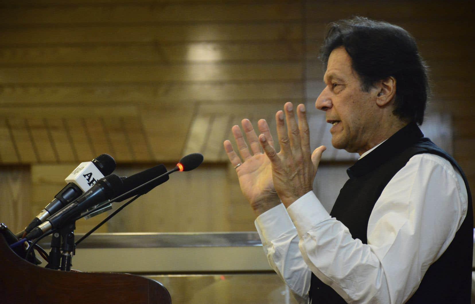 «L'armée pakistanaise dispose d'informations solides selon lesquelles [l'Inde] a l'intention de faire quelque chose au Cachemire pakistanais», a déclaré le premier ministre Imran Khan.