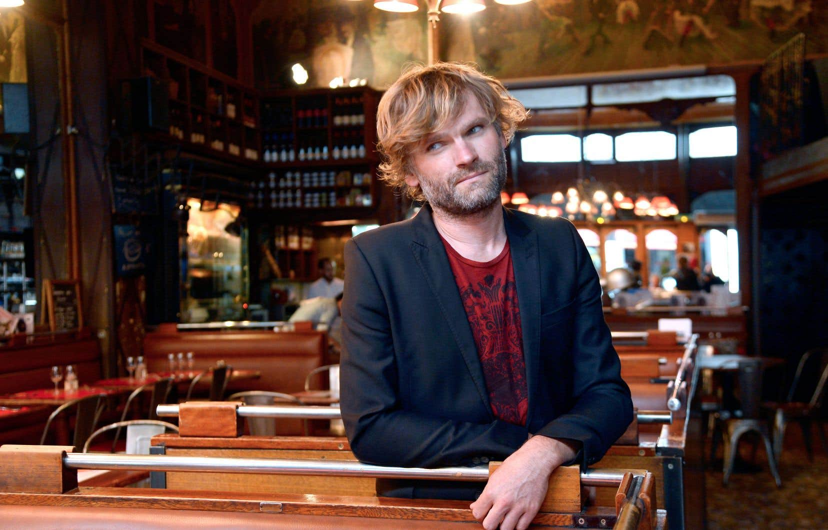 Après avoir osé l'an dernier un roman plus urbain et moins politique («Chanson de la ville silencieuse»), l'écrivain français Olivier Adam fait un juste retour à la terre avec «Une partie de badminton».