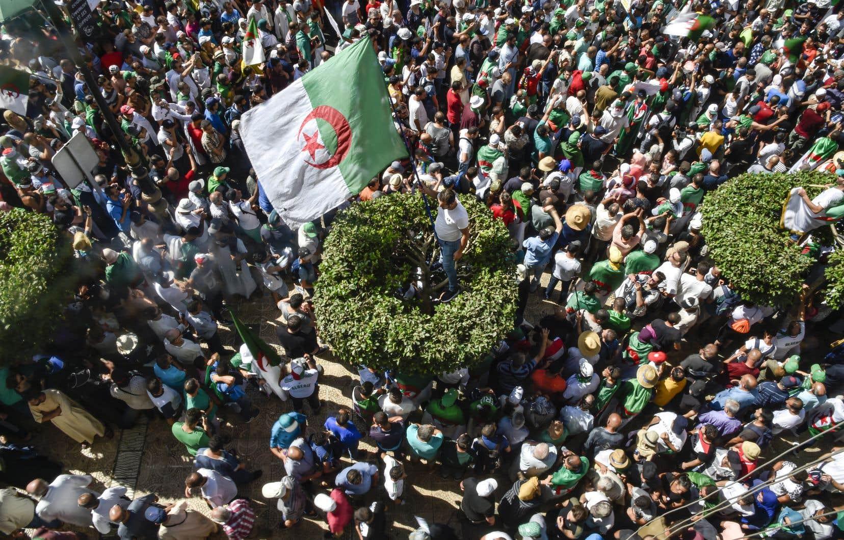 La mobilisation est restée forte à Alger, où comme chaque vendredi, hommes, femmes et enfants de tous âges étaient au rendez-vous dès le début de l'après-midi.