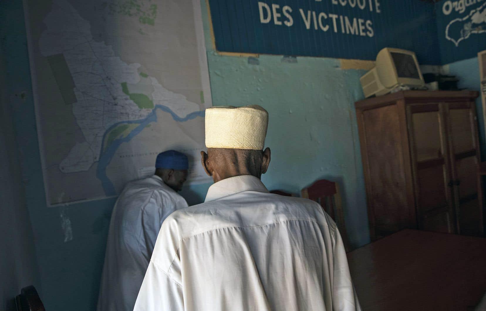 Le chef de milice centrafricain Alfred Yekatom Rombhot aurait dirigé, en 2013-2014, un groupe d'environ 3000 personnes qui auraient commis des actes de violence à l'encontre des musulmans du sud de Bangui, capitale de la République centrafricaine. Sur la photo, une victime présumée de Rombhot, dans les bureaux de la Coordination des organisations musulmanes de Centrafrique à Bangui.