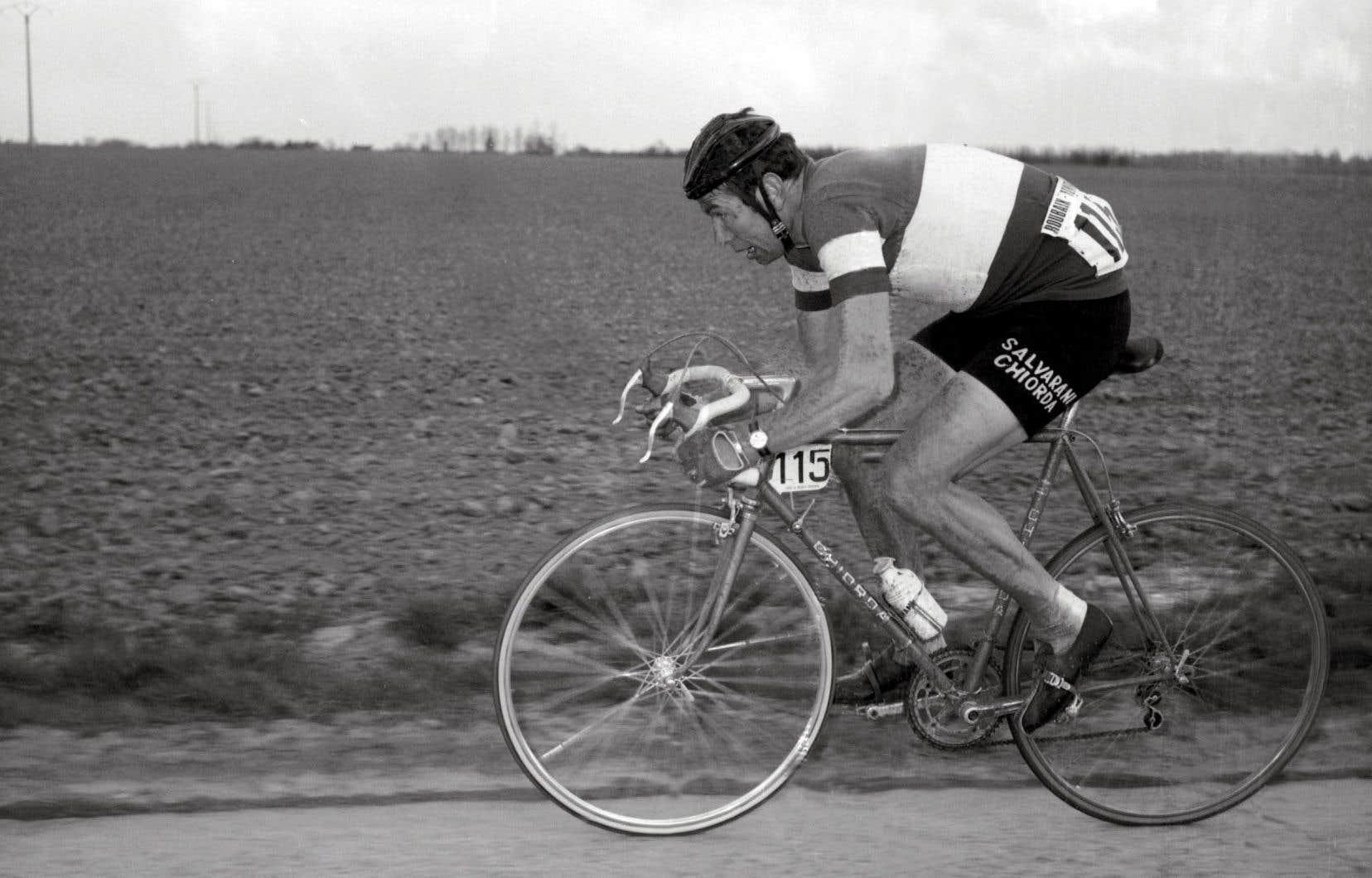 Felice Gimondi participant à la compétition Paris-Roubaix en 1969