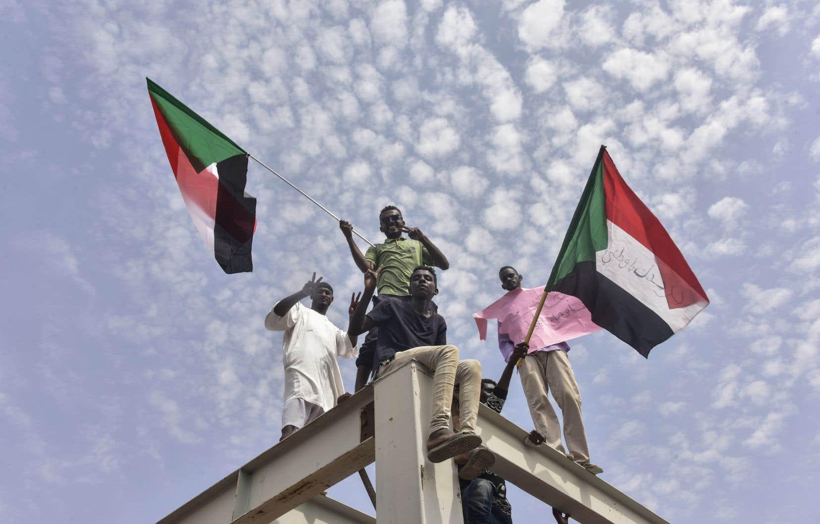 Les contestataires soudanais sont arrivés à Khartoum pour célébrer cet accord de transition qui permettra, selon plusieurs, plus de liberté et de prospérité au peuple.