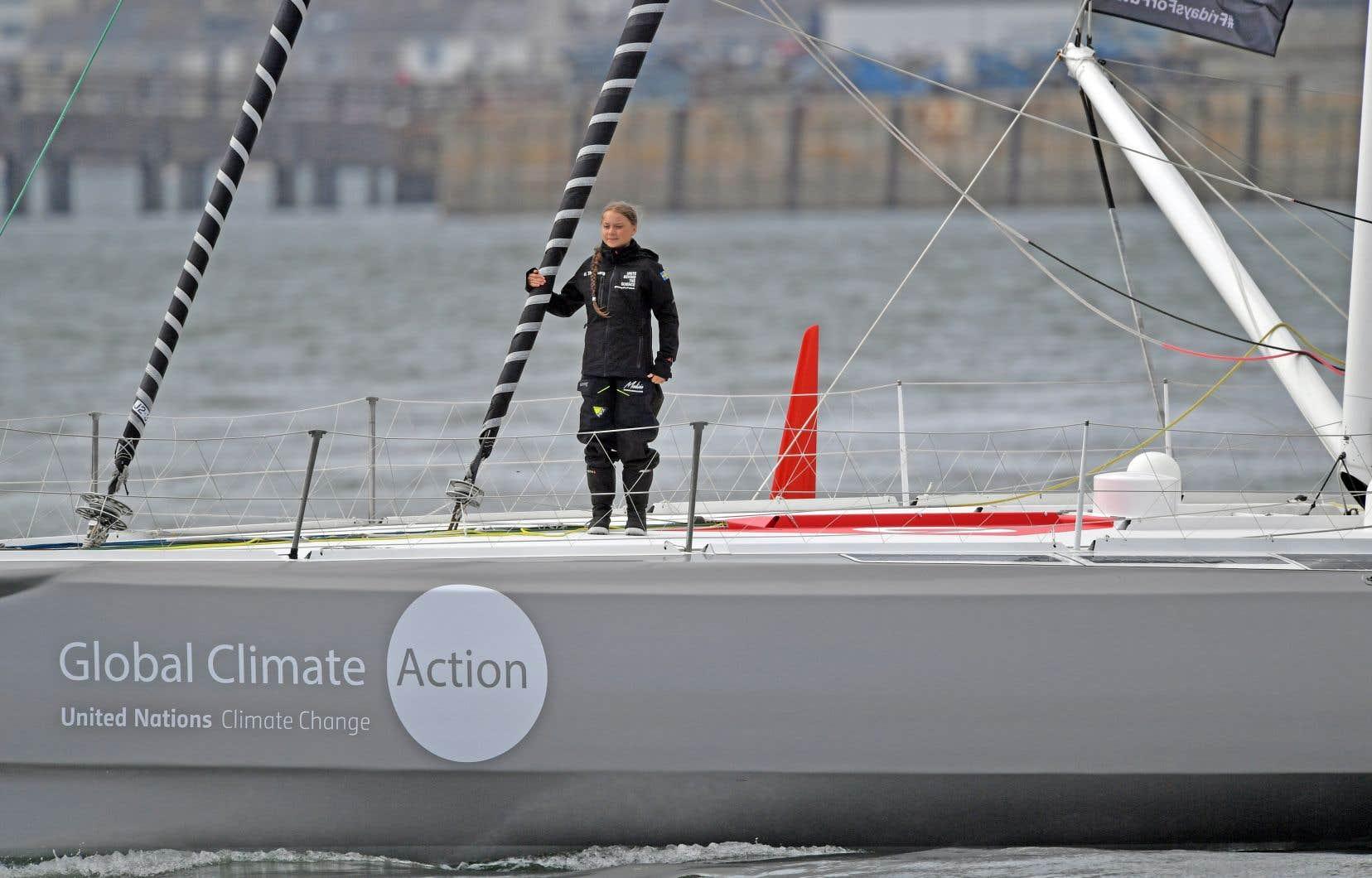 L'égérie de la lutte contre le réchauffement climatique, Greta Thunberg, à bord du voilier dans le port de Plymouth, en Angleterre, avant de prendre la mer vers New York, le 14août