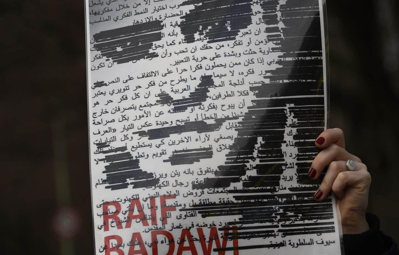 «Raif Badawi languit en prison depuis sept ans et demi pour avoir dit à l'époque ce que le prince héritier dit lui-même depuis des mois, soit qu'il veut une Arabie Saoudite plus ouverte et un Islam plus modéré», souligne l'avocat de la famille Badawi.