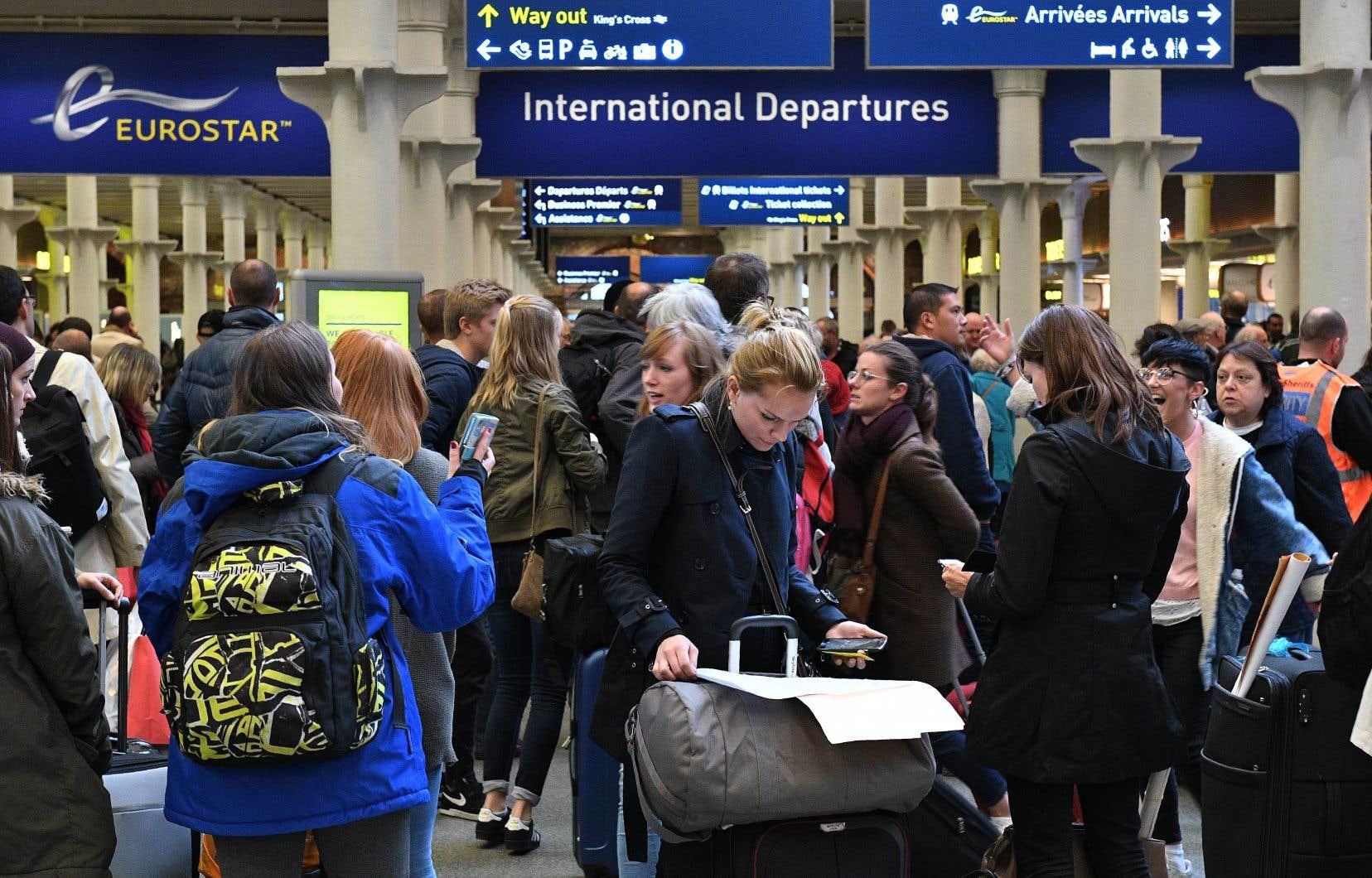 La liberté de circulation des personnes permet aux citoyens européens de se déplacer et de séjourner librement au sein des pays de l'UE. C'est l'une des quatre libertés fondamentales du marché unique, avec la libre circulation des capitaux, des biens et des services.