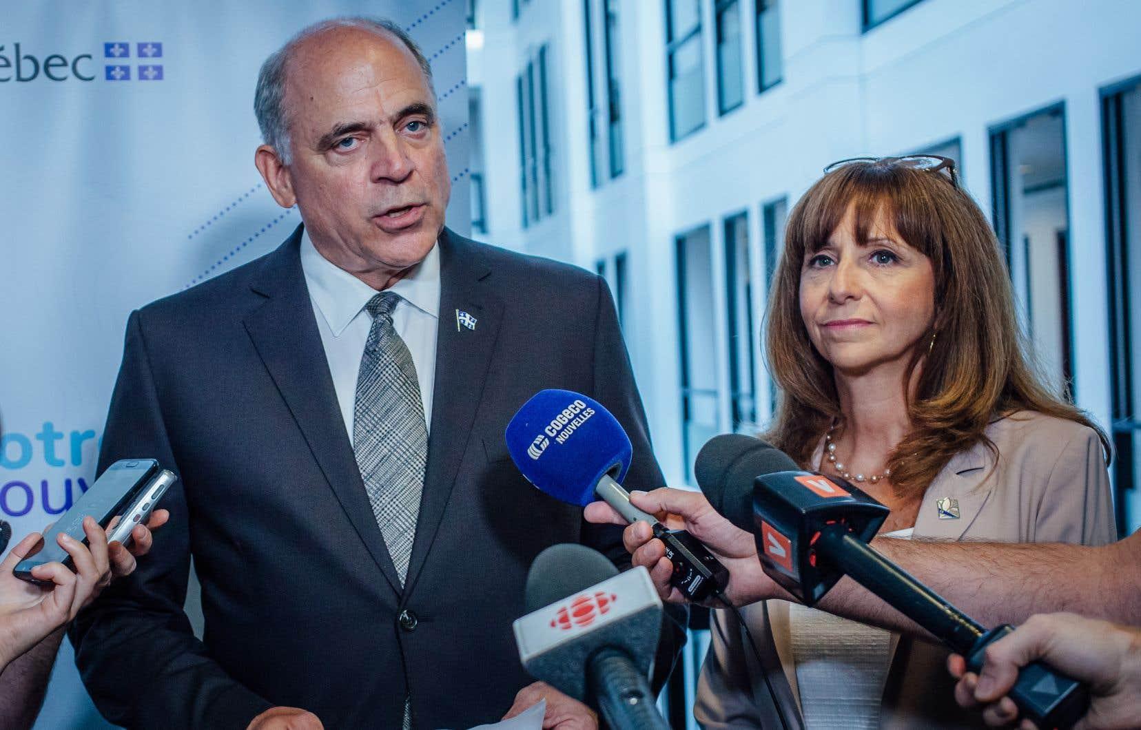 Le ministre de l'Économie, Pierre Fitzgibbon, et la ministre de la Culture, Nathalie Roy, lors du point de presse