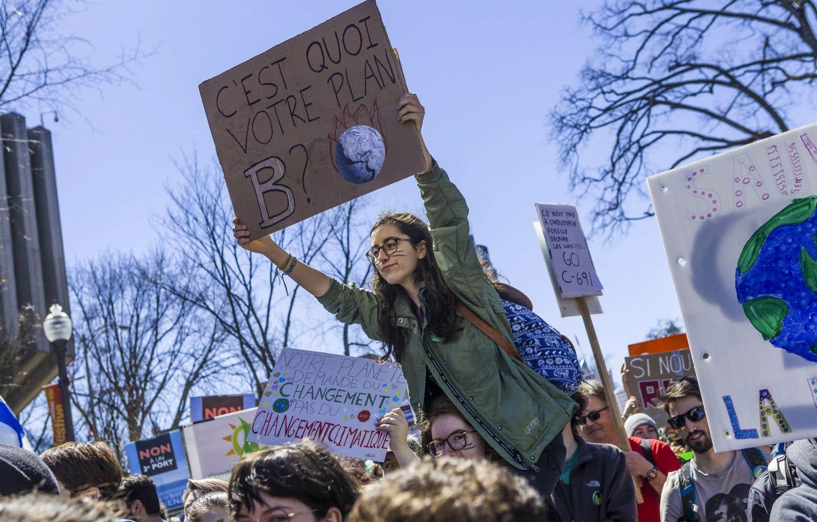 À l'occasion du Jour de la Terre, en avril dernier, les jeunes Québécois avaient manifesté devant l'Assemblée nationale, à Québec.