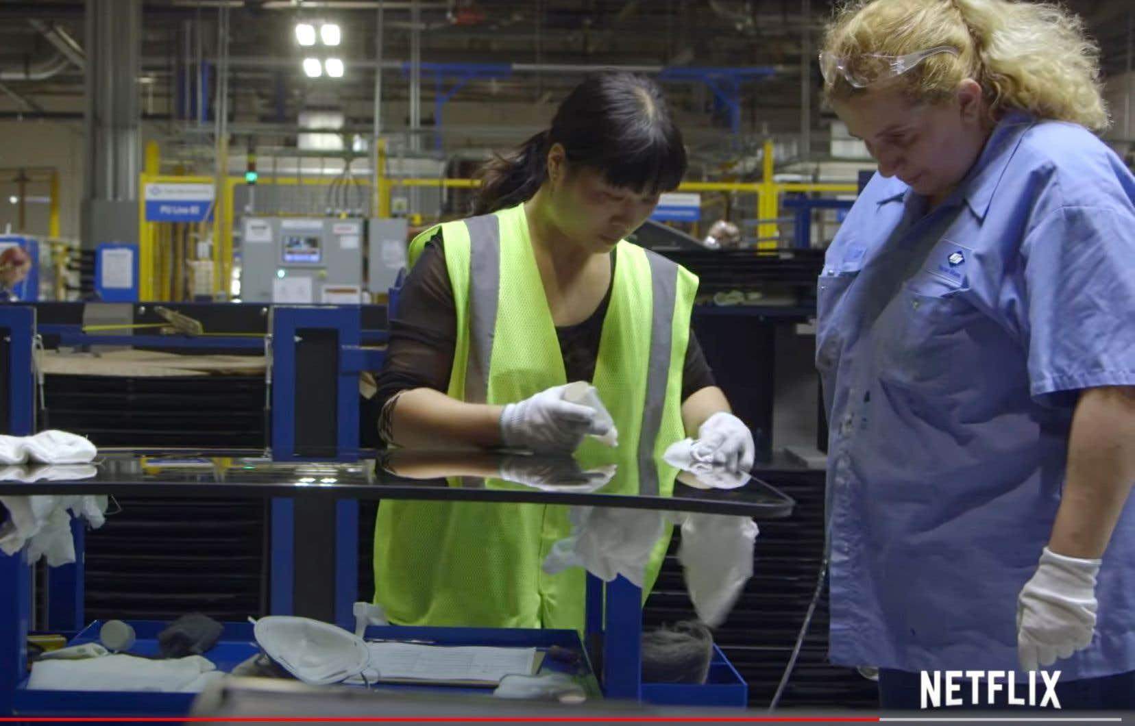 «American Factory»dépeint la joie initialement suscitée par la reprise de l'activité et le retour de milliers d'emplois dans une zone sinistrée.
