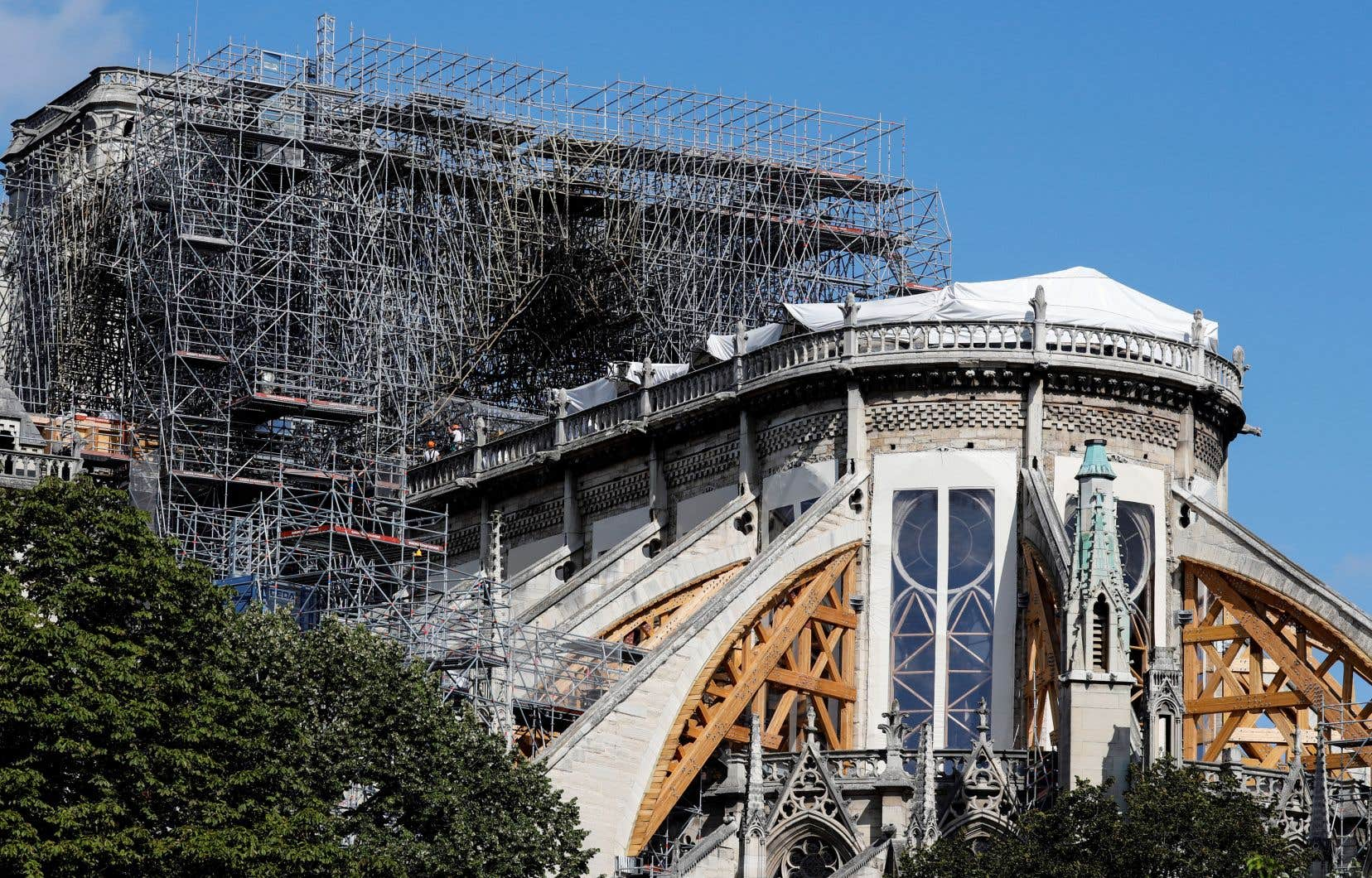 Le président français, Emmanuel Macron, souhaite que la reconstruction se fasse en cinq ans, un délai jugé serré par certains.