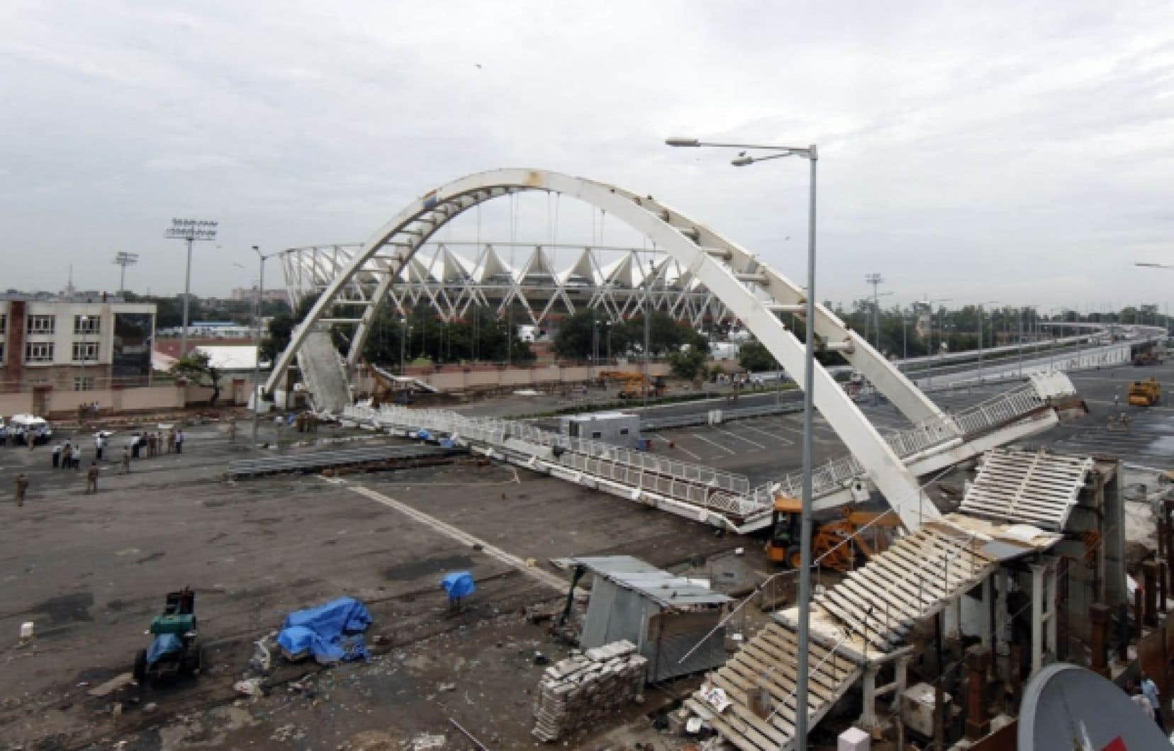 Les Jeux du Commonwealth, censés être la vitrine de l'Inde moderne, sont en pleine crise à 12 jours du coup d'envoi, après l'effondrement hier d'un pont près d'un stade à New Delhi. Les commentaires désastreux d'équipes concernant le village sportif font aussi jaser.<br />