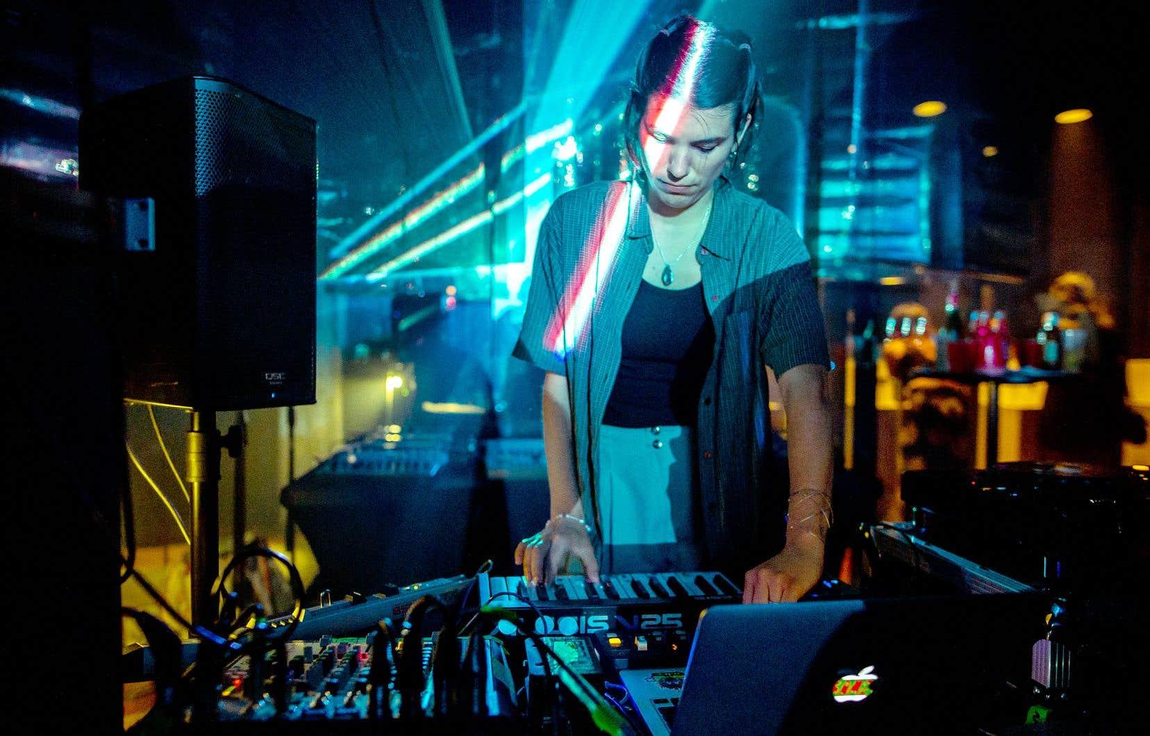 Phoebé Guillemot, alias RAMZi, compte déjà sept albums à son actif et boucle en ce moment la production de son huitième.