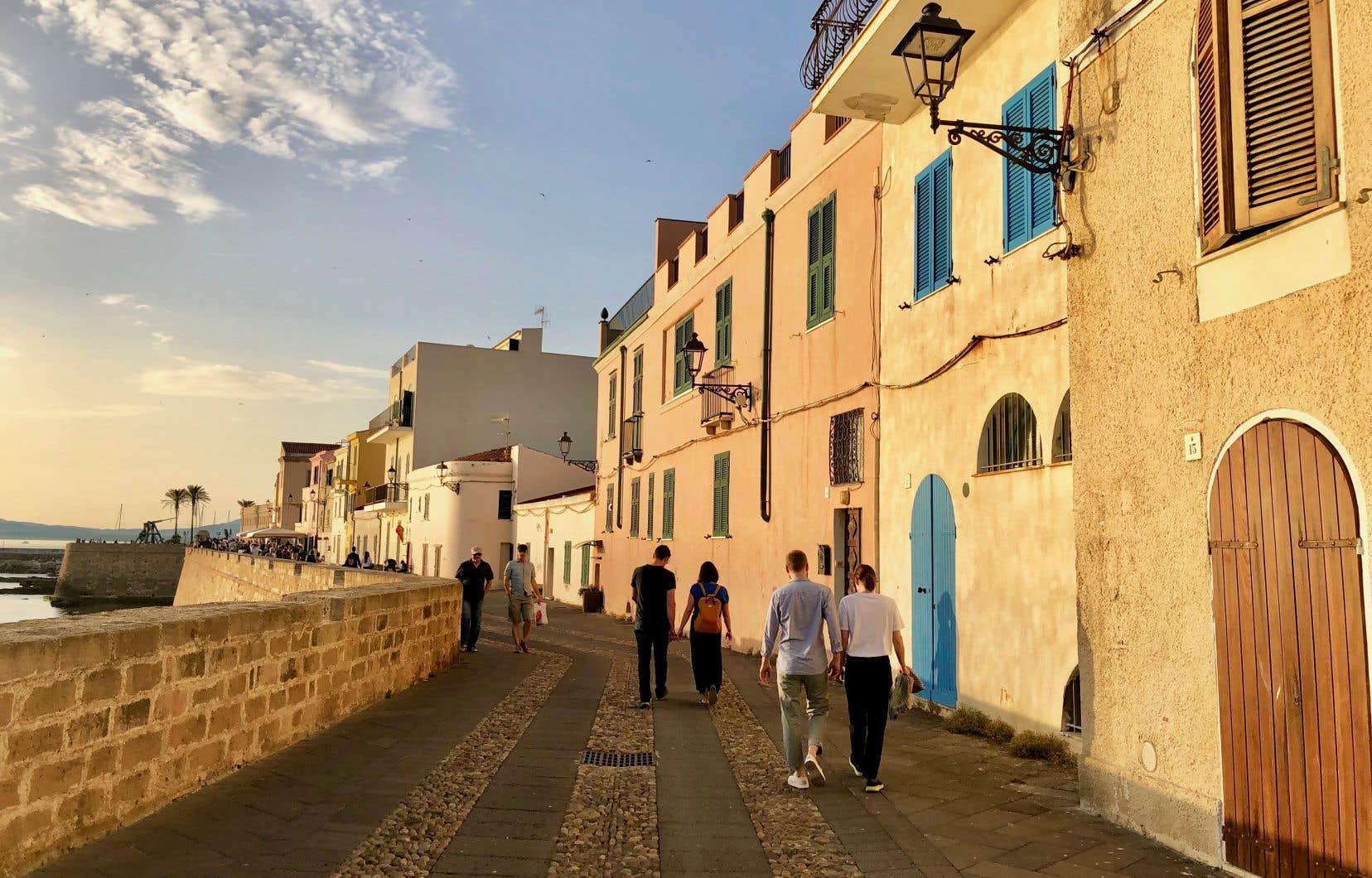 Promenade sur les remparts à Alghero