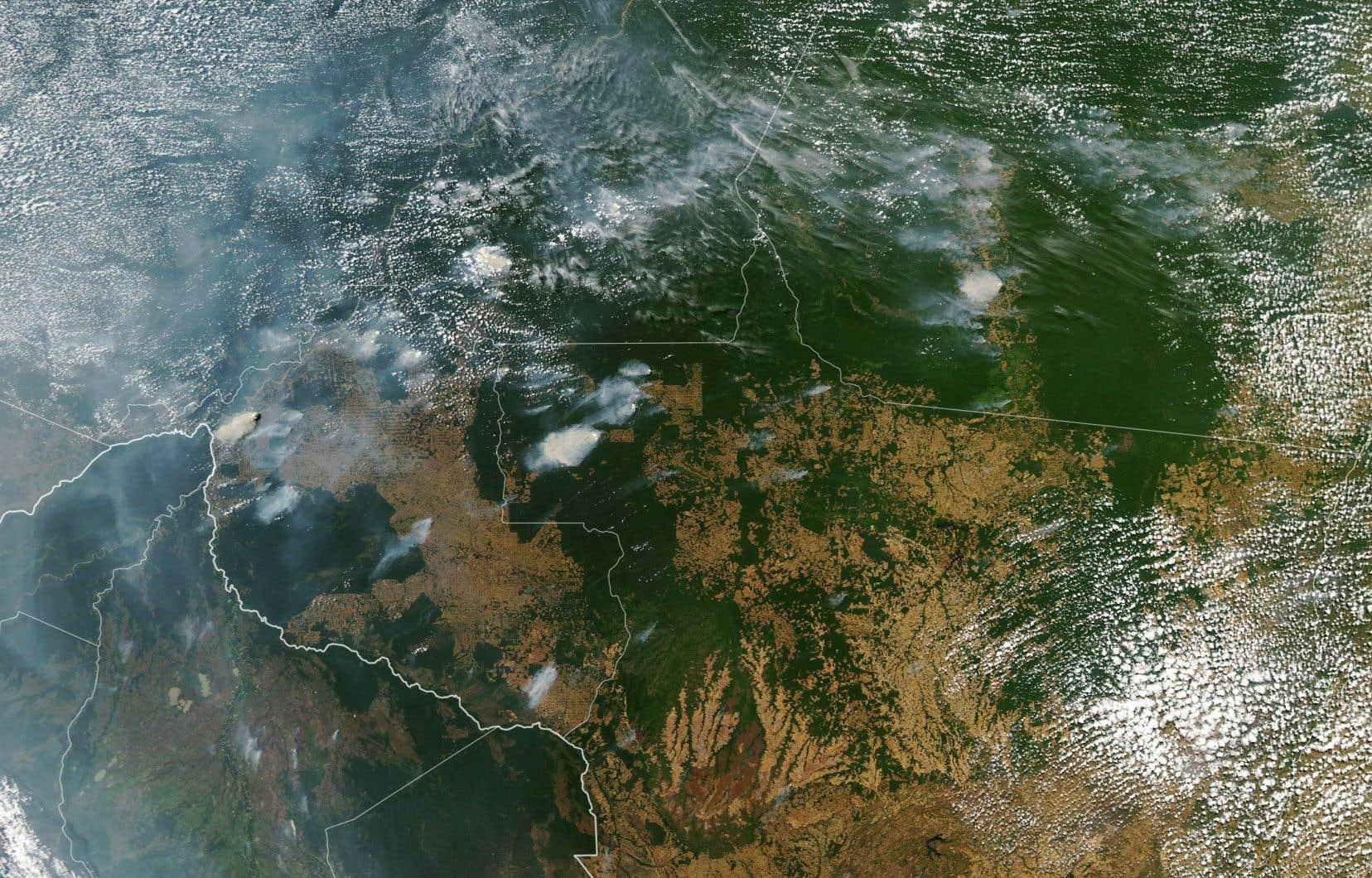 Cette image satellite, captée le 21 août, montre les incendies en cours dans les États brésilens du Mato Grosso (en bas à droite) et de Rondonia (en bas au centre).