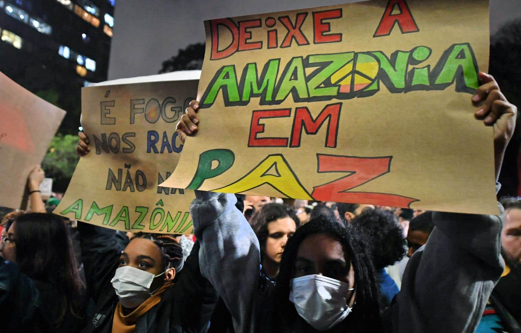 Des manifestations en défense de l'Amazonie se déroulaient en fin de journée à São Paulo et Rio de Janeiro.