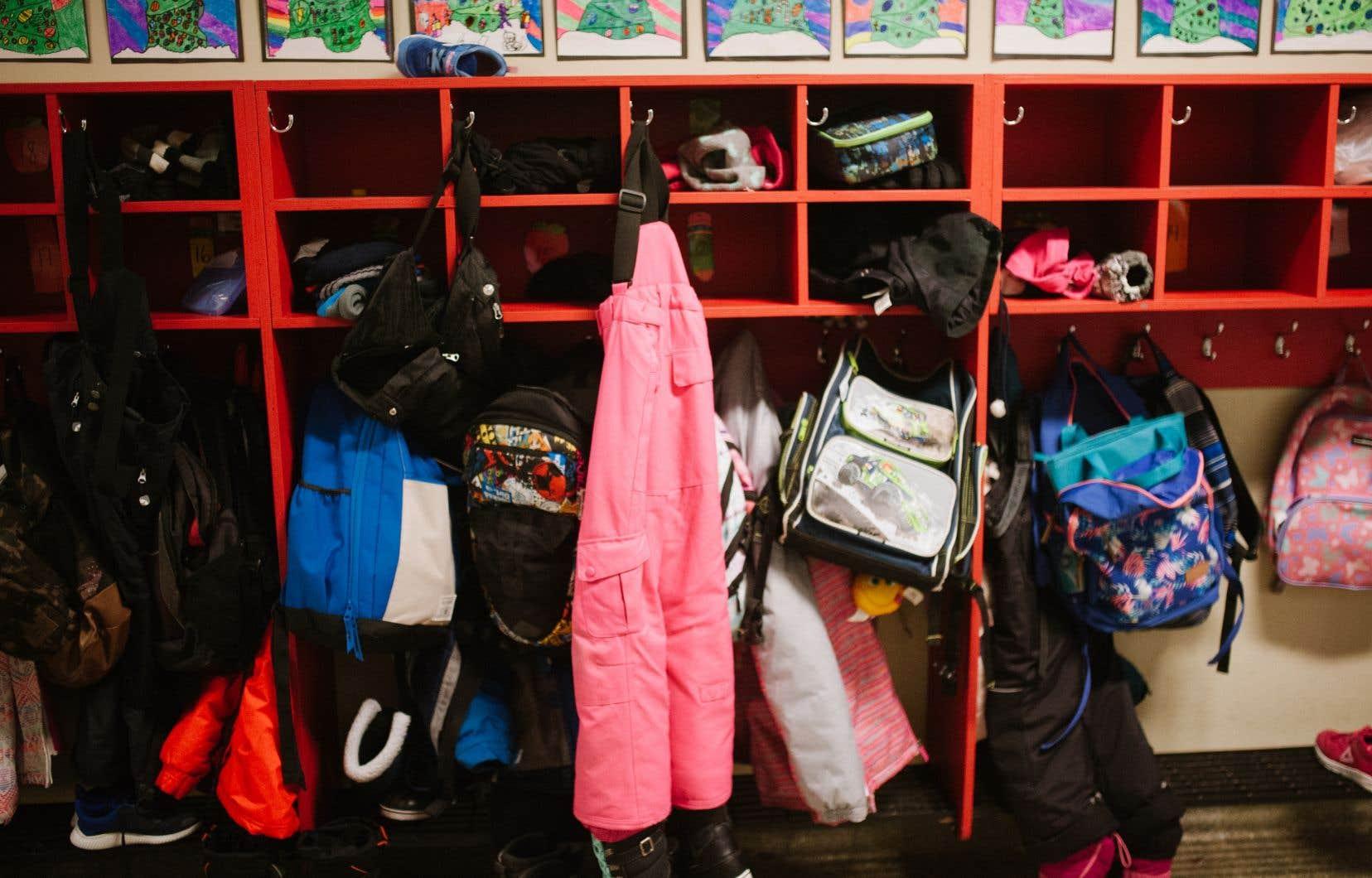 Les représentants du Réseau Partage et de Jeunesse au Soleil confirment une hausse considérable de la demande cette année sur l'île de Montréal. À eux seuls, ces deux organismes ont préparé plus de 7000 sacs à dos remplis de fournitures scolaires et leurs bénévoles sont toujours à l'oeuvre.