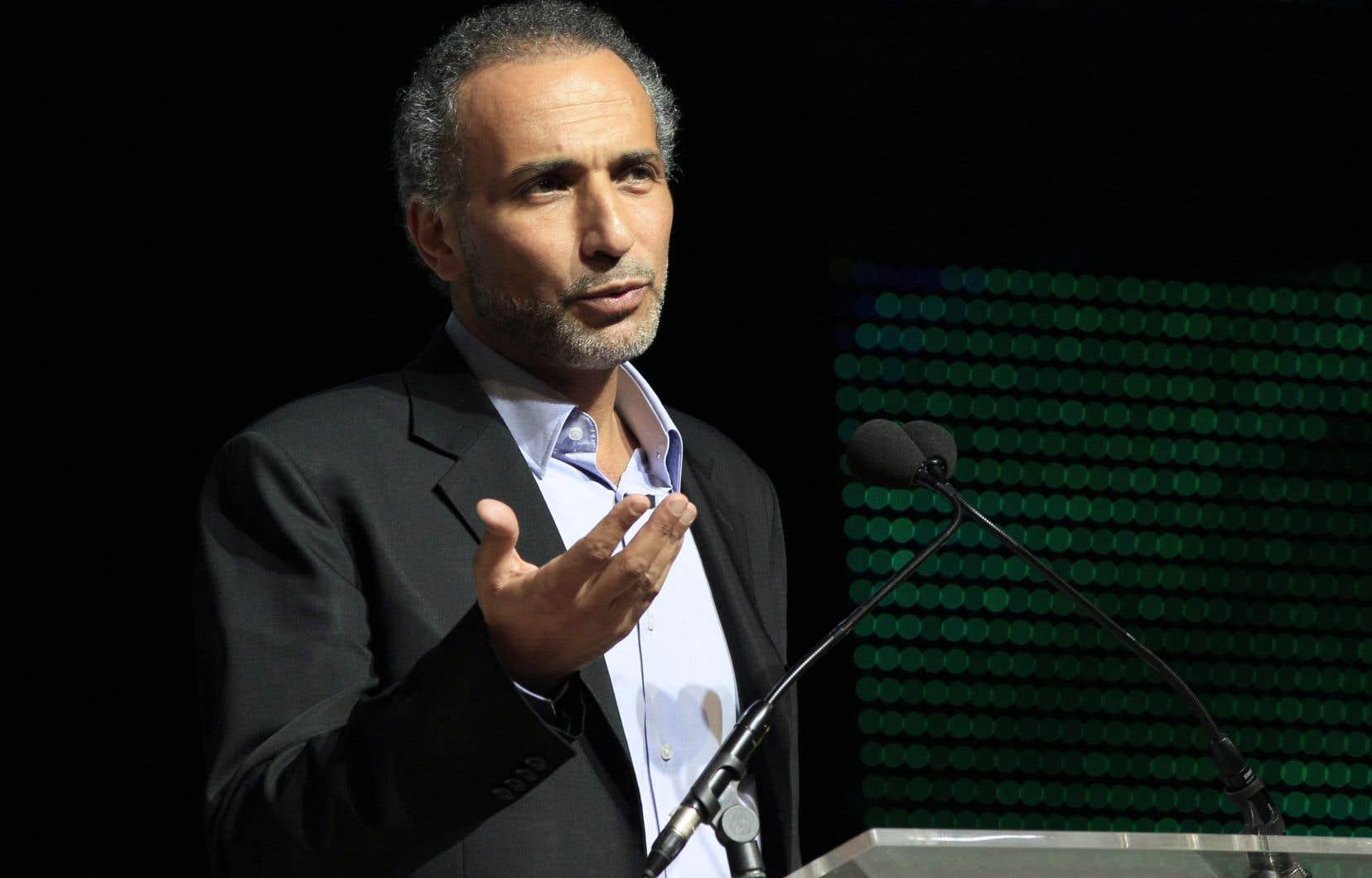 L'islamologue suisse Tariq Ramadan, déjà mis en examen pour deux viols, est visé par une nouvelle plainte en France, pour un viol en réunion en 2014, ce qui pourrait entraîner d'autres poursuites et menacer sa liberté retrouvée après des mois de prison.